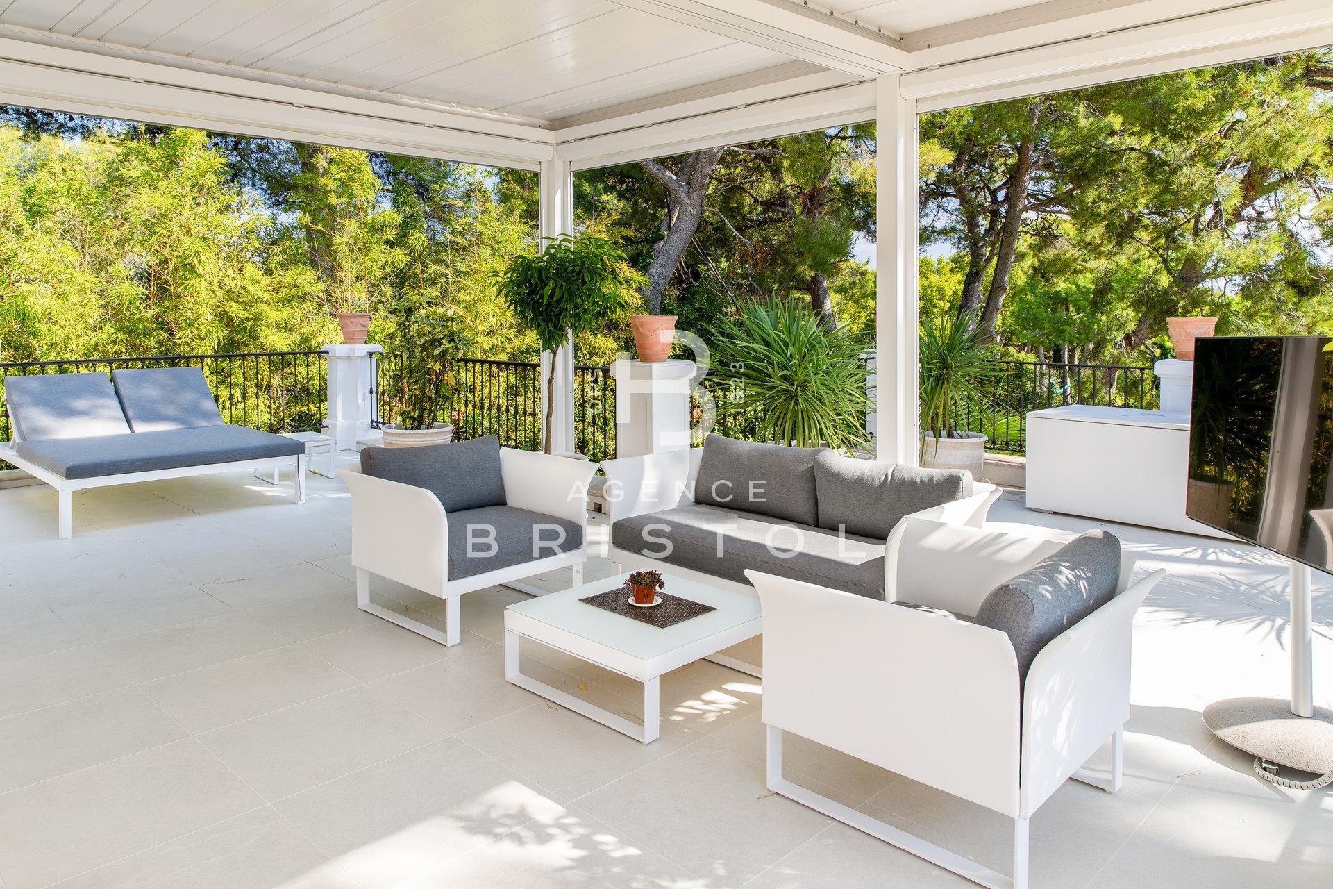 Luxueuse villa située en plein coeur de saint Jean Cap Ferrat 320 m2