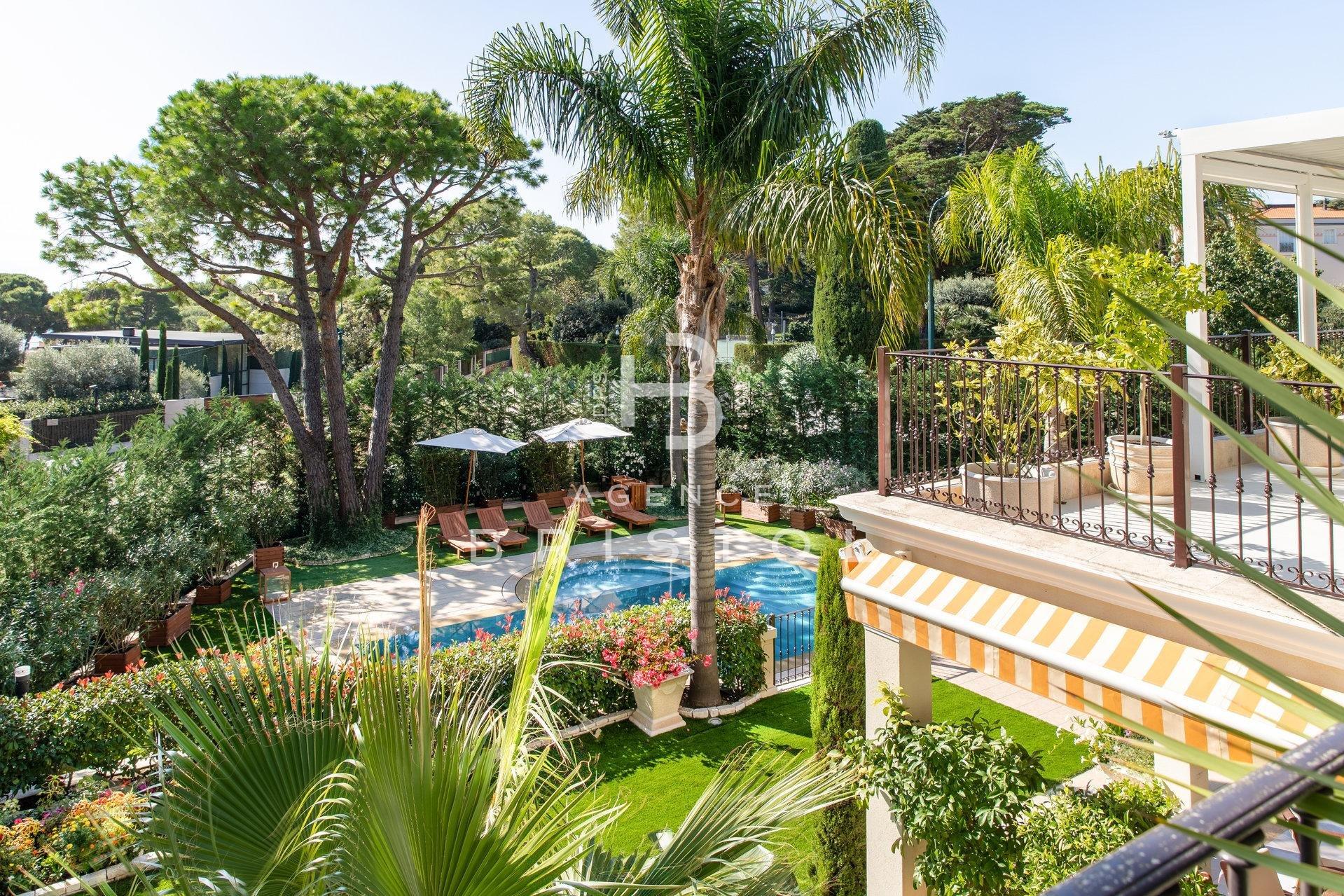 Luxury property located  in the heart of Saint Jean Cap Ferrat 320 sqm