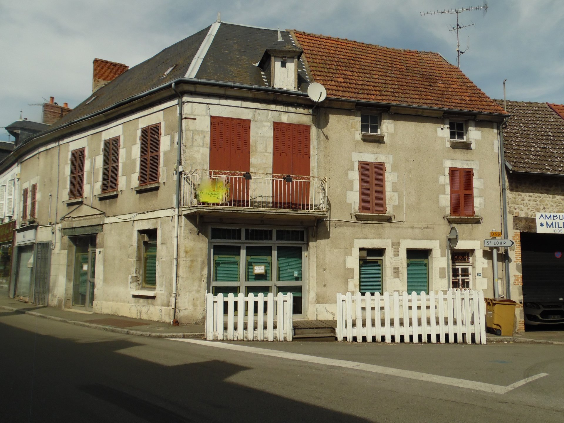 For sale house and store in Chenerailles (Creuse)