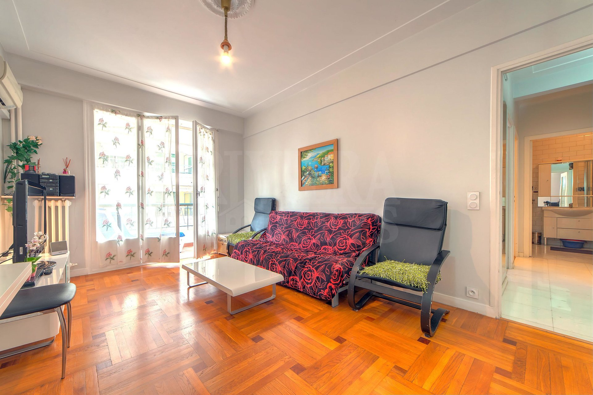 One-bedroom apartment, terrace, in the Fleurs area in Nice.