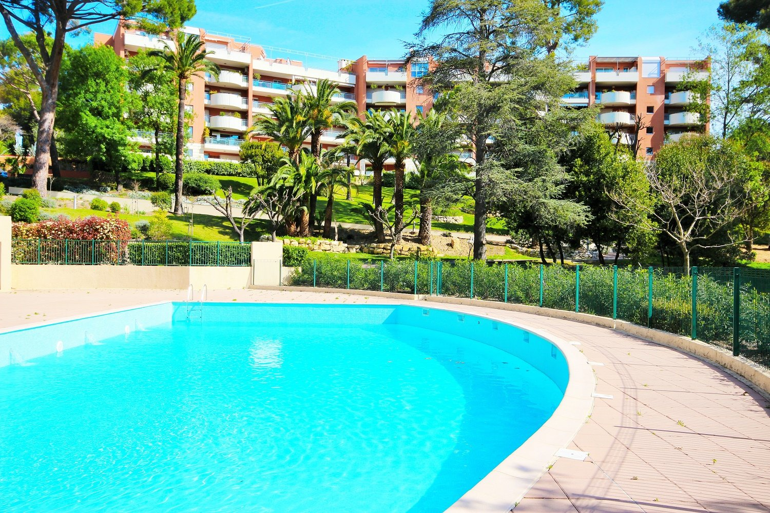CANNES WEST SALE 4 ROOMS HIGH FLOOR IN PEACE