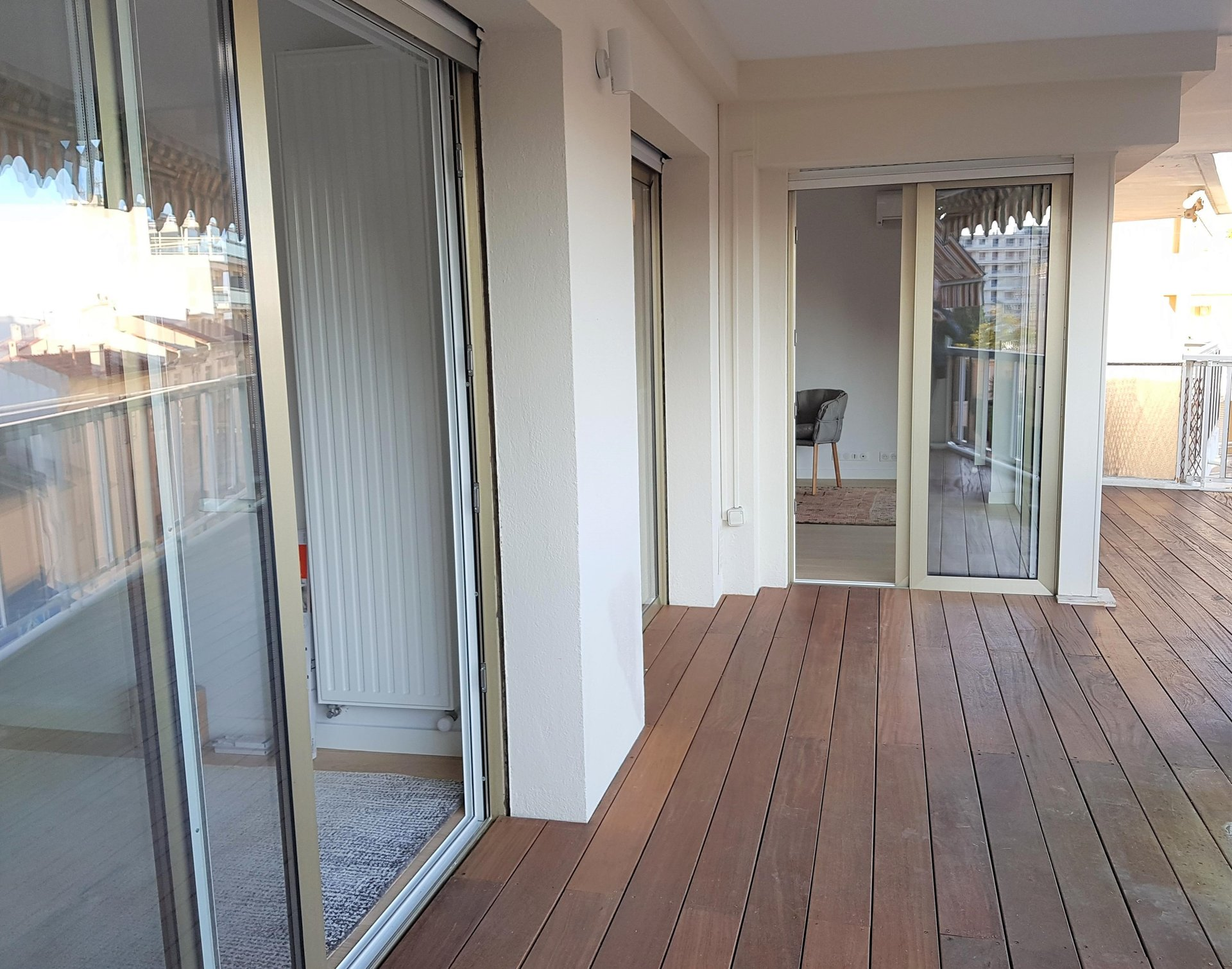 Beautiful 1 bedroom apartment with large terrasse and garage / Cannes Palm Beach