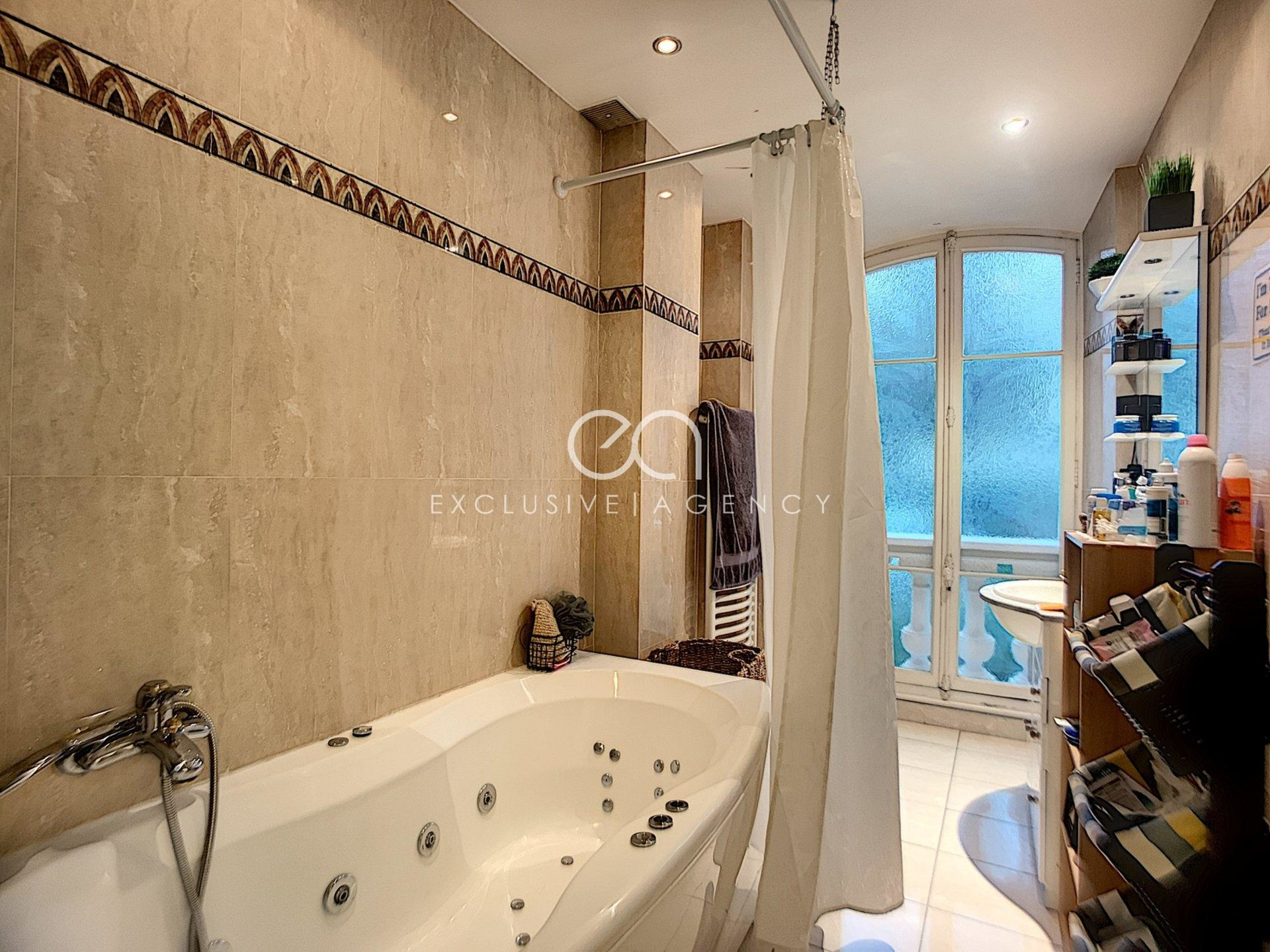 For sale Cannes 3-bedroom apartment 128m2 close to city center.