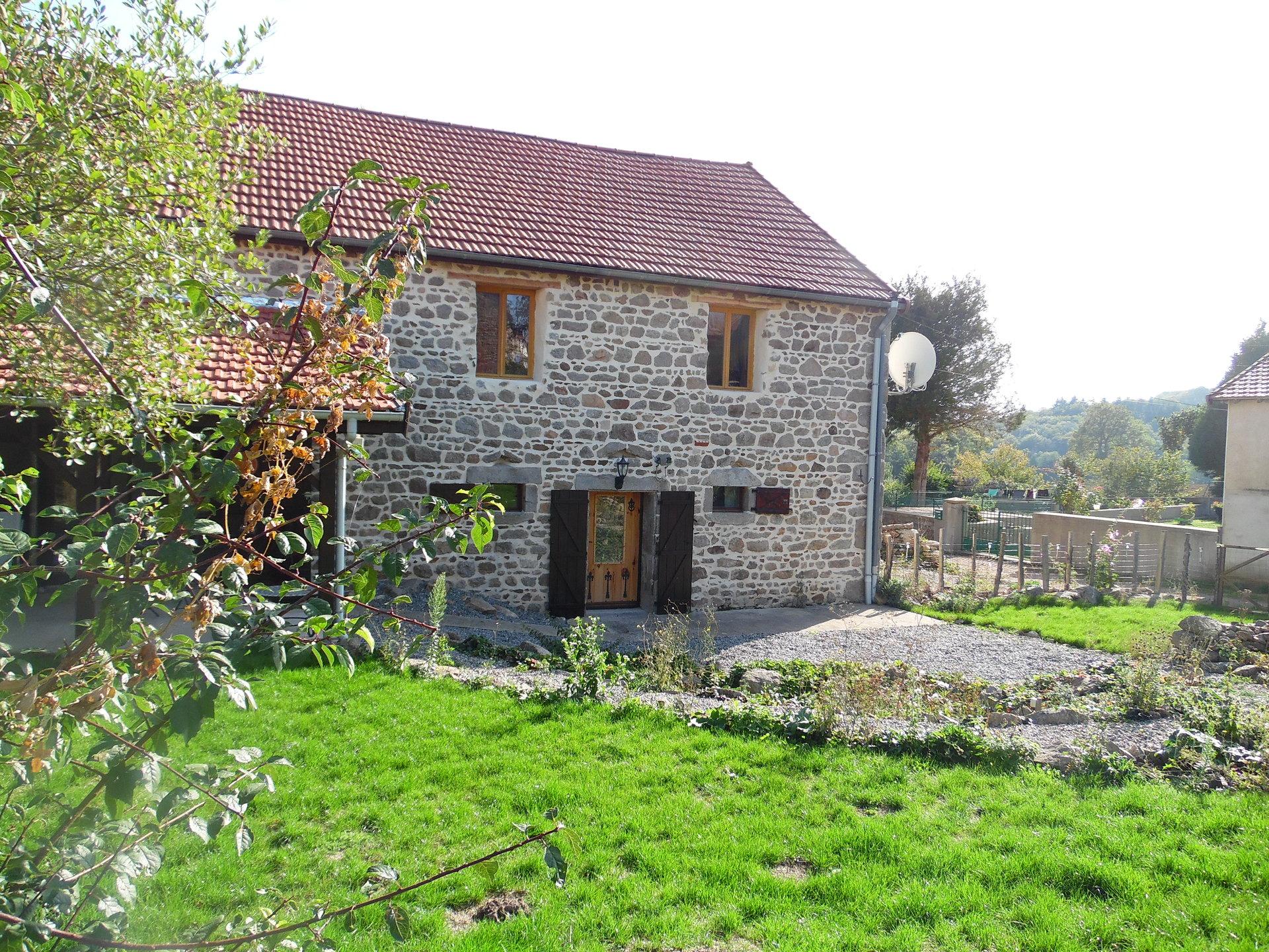 Te koop, in Puy de Dôme, smaakvol verbouwde schuur met tuin.