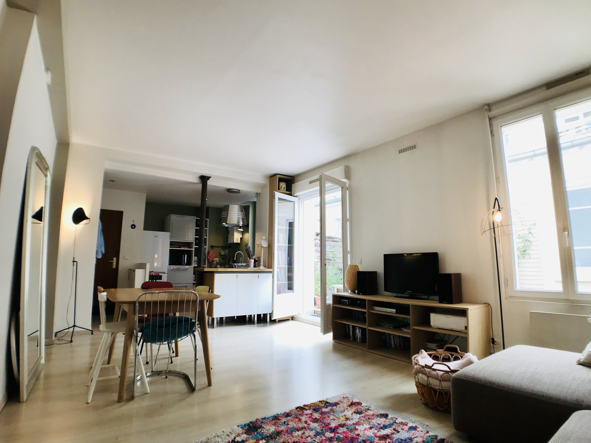 Paris - XX ème - M° Gambetta / Porte de Bagnolet - 5 Pièces - 3 CHAMBRES - TERRASSE - LUMIÈRE TRAVERSANTE - CADRE VERDOYANT - CALME ABSOLU - UN STUDIO INDÉPENDANT