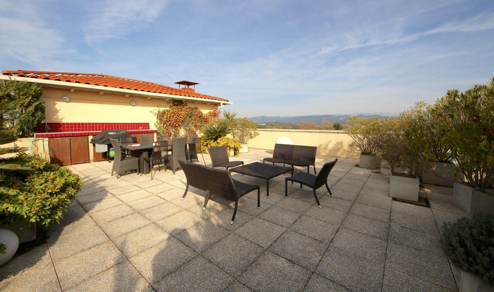 FREJUS, superbe 4P. avec terrasse et solarium vue panoramique mer et monts