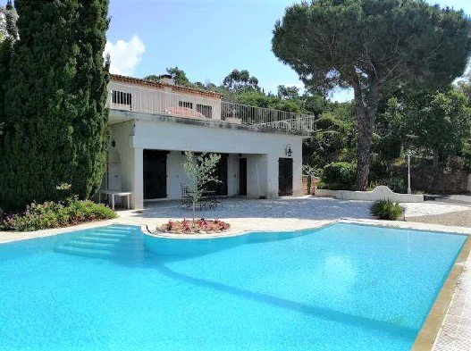 Provencal villa with pool and beautiful sea view
