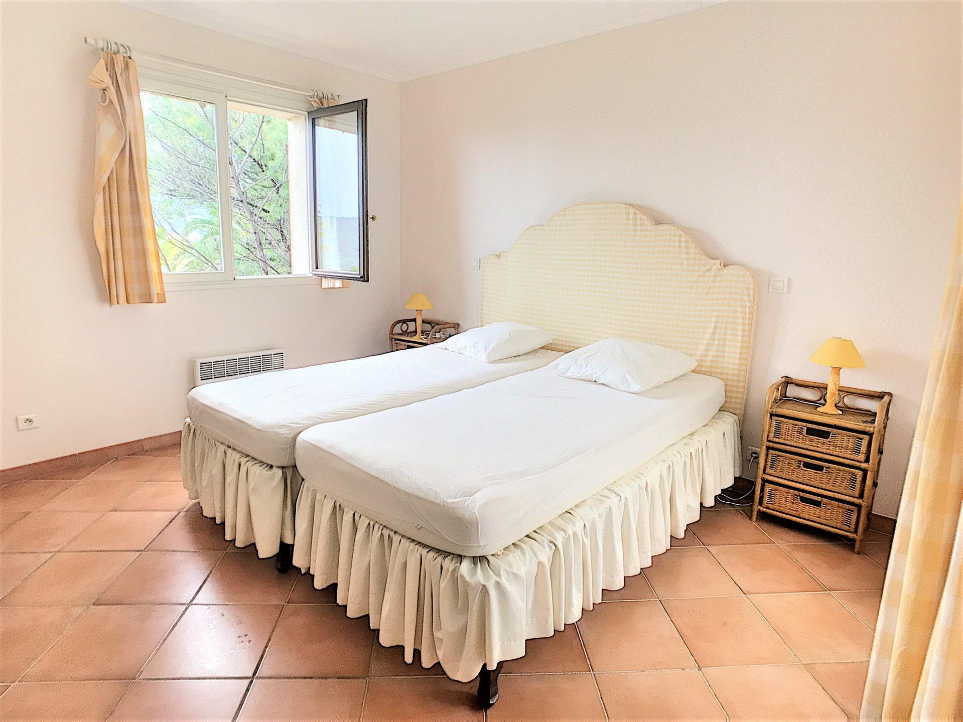 Provençaalse villa met zwembad en mooi zeezicht