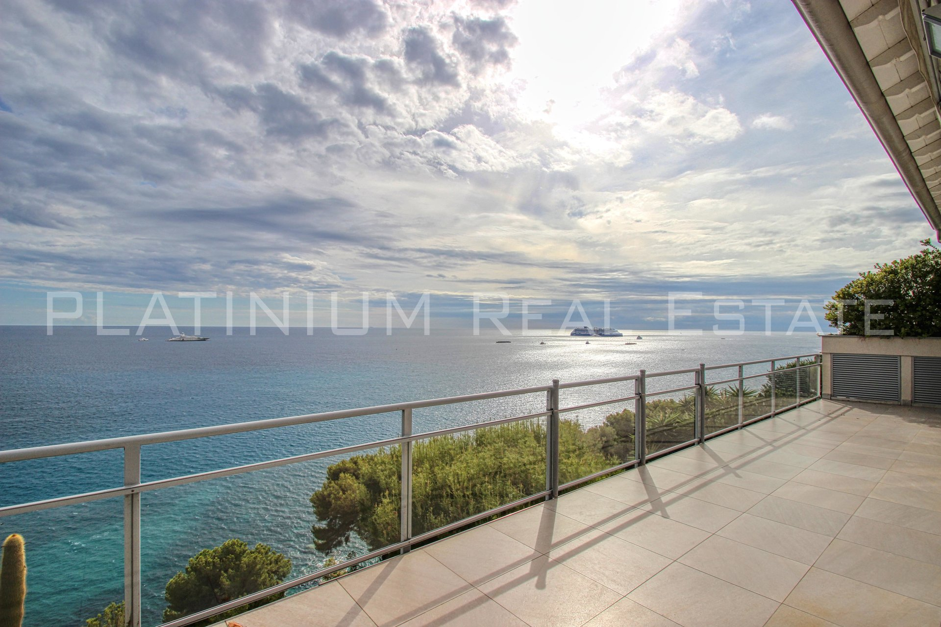 ROQUEBRUNE CAP MARTIN  | 3 BEDROOMS 150M² | PANORAMIC SEA VIEW | TERRACE 30M² | GARAGE