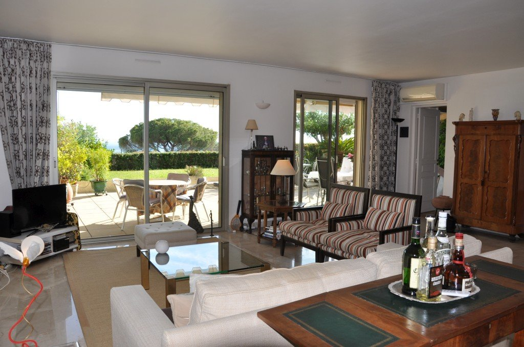 Beautiful apartment with seaview in walking distance of Le Cannet