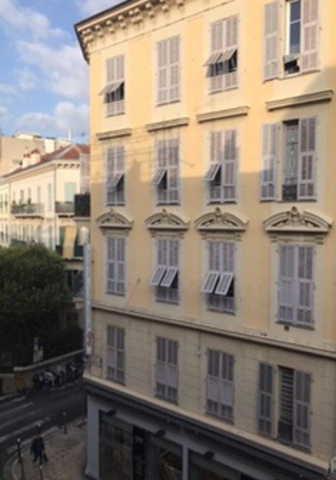 SOUS OFFRE ACCEPTÉE Appartement 2 pièces- Nice centre-ville