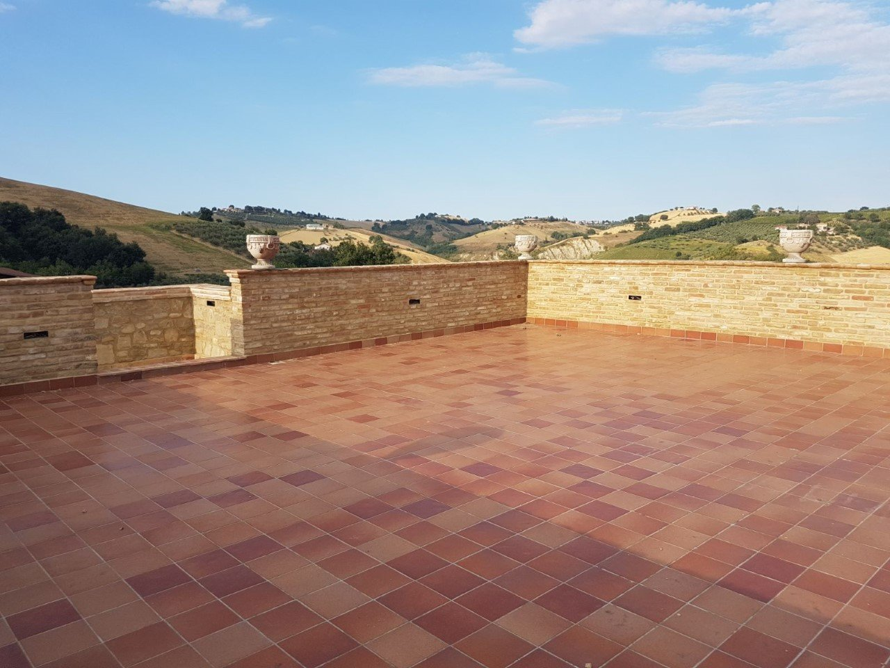 Countryhouse with roof terrace, vineyard and olive grove