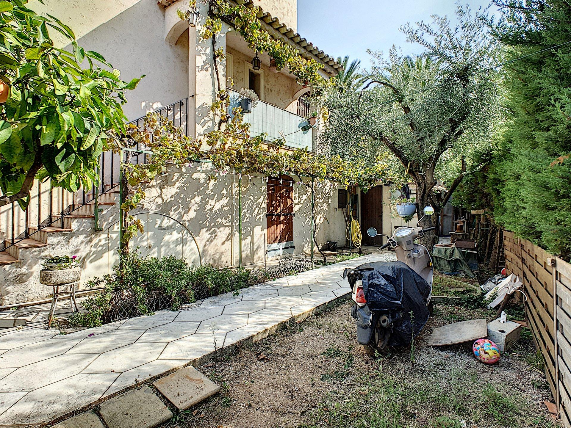 Property for sale in Cannes Croix des Gardes