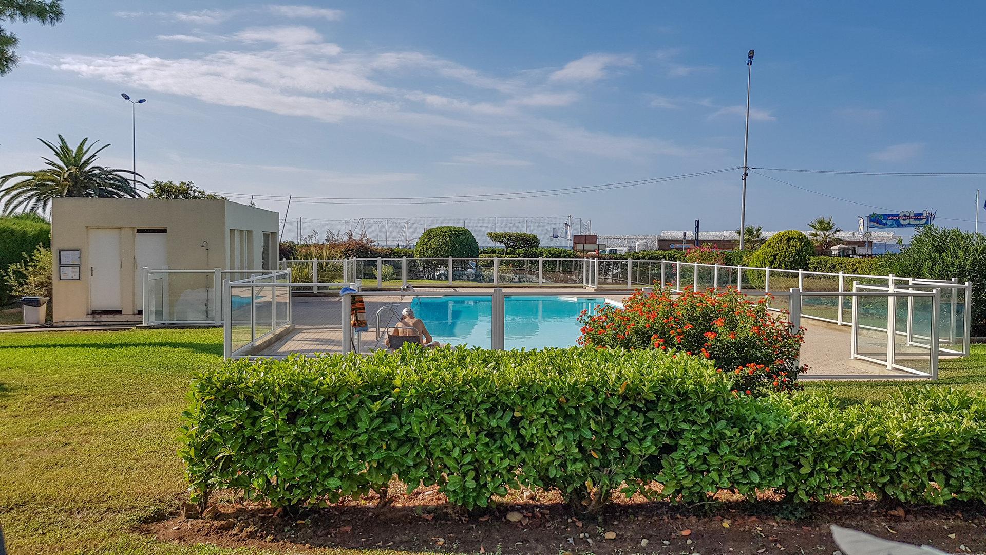3P avec terrasse et piscine - Saint Laurent Port