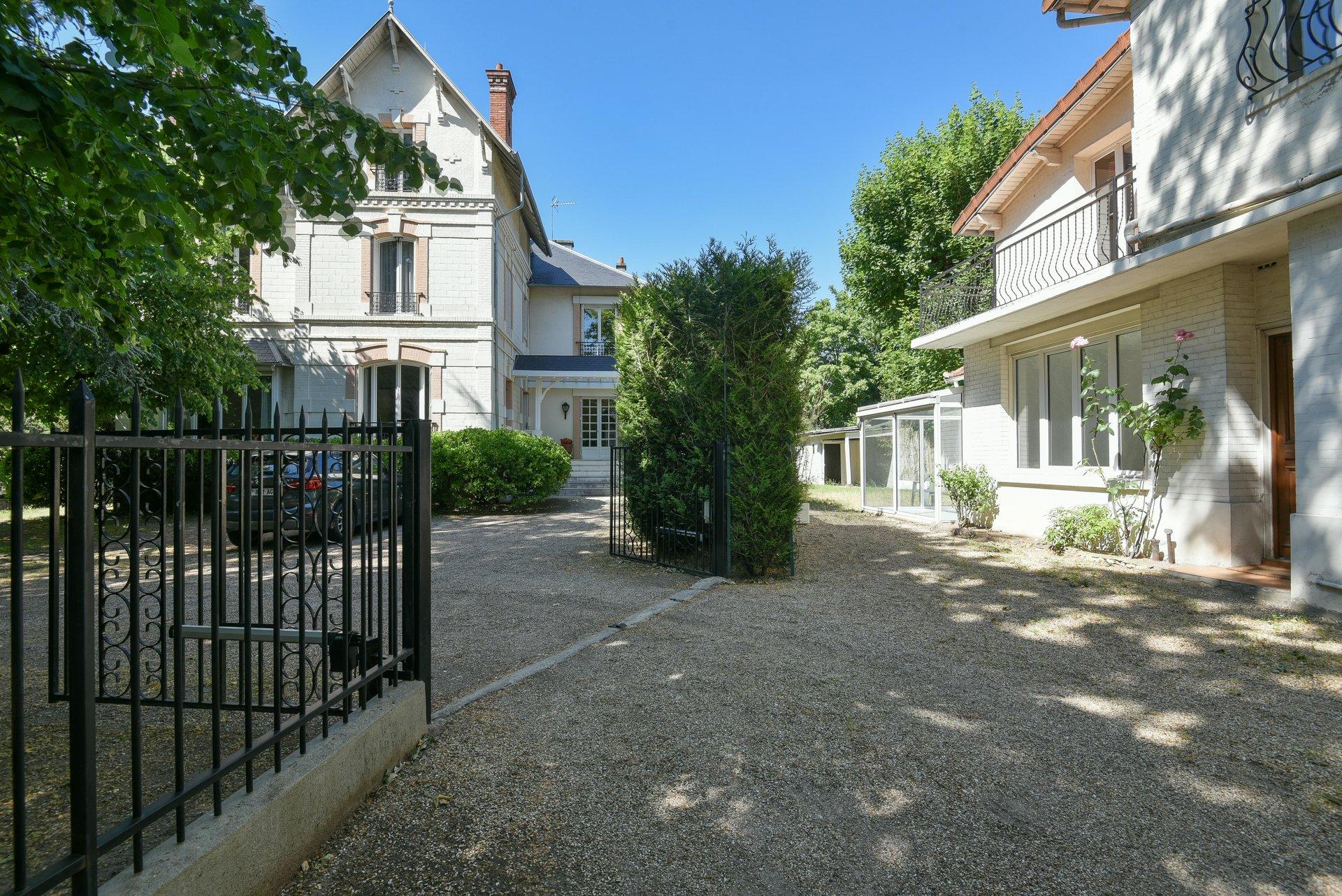 PROPRIETE - 416 m² - LE VESINET - 78110