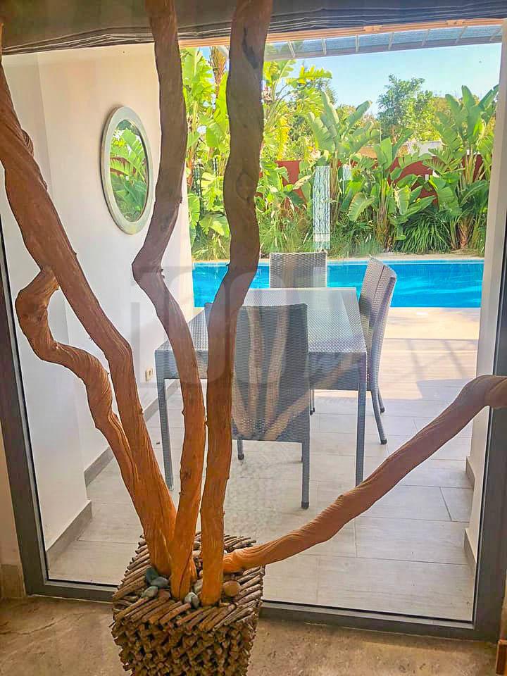 Location villa S+4 avec piscine à La Soukra