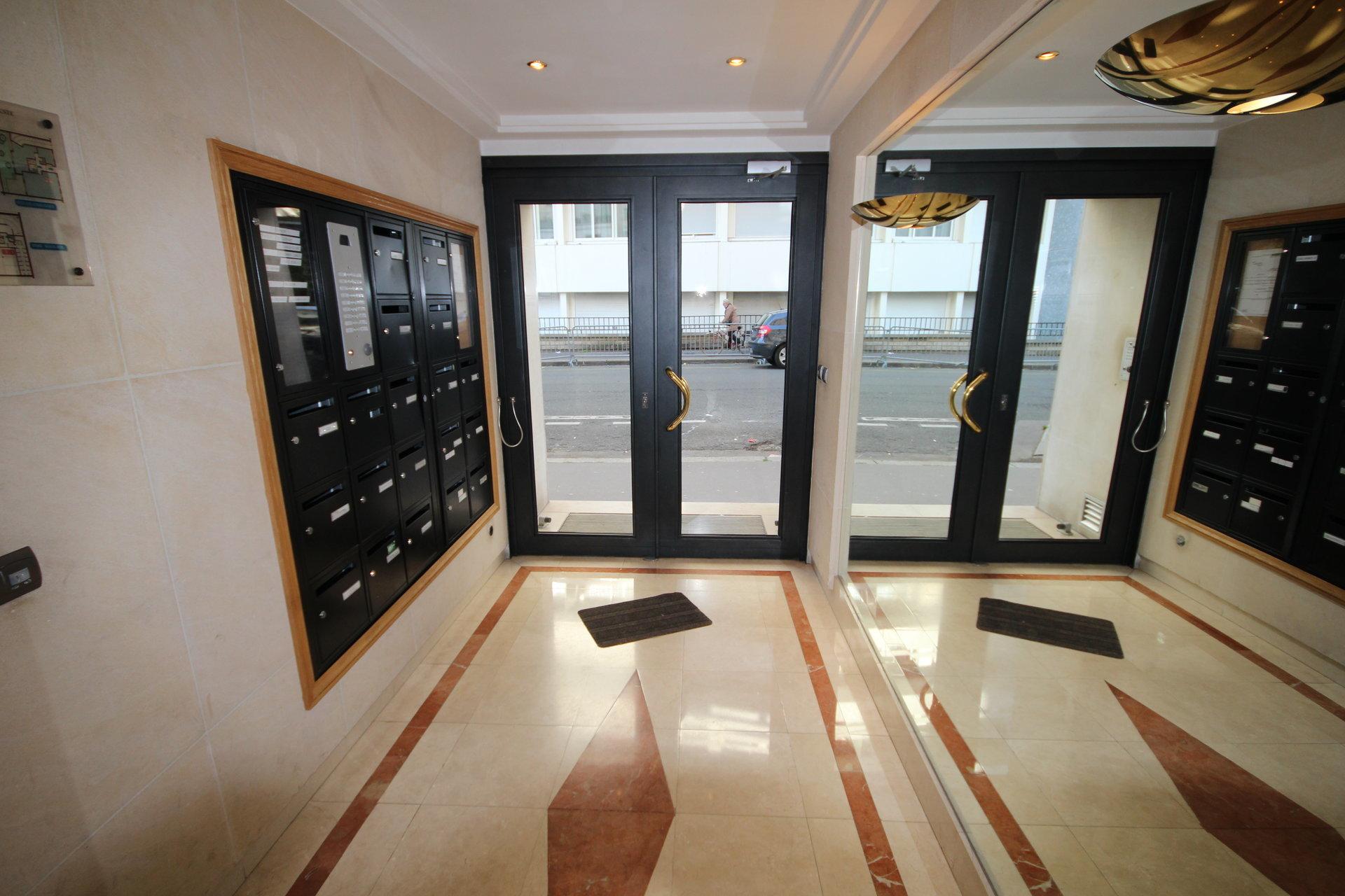 2 Pièces  54.63 m2. Paris 75015