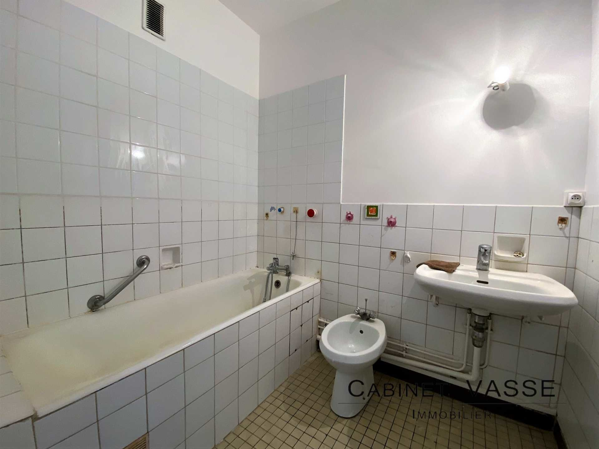 Appartement, salle de bain, baignoire, vasse, a louer