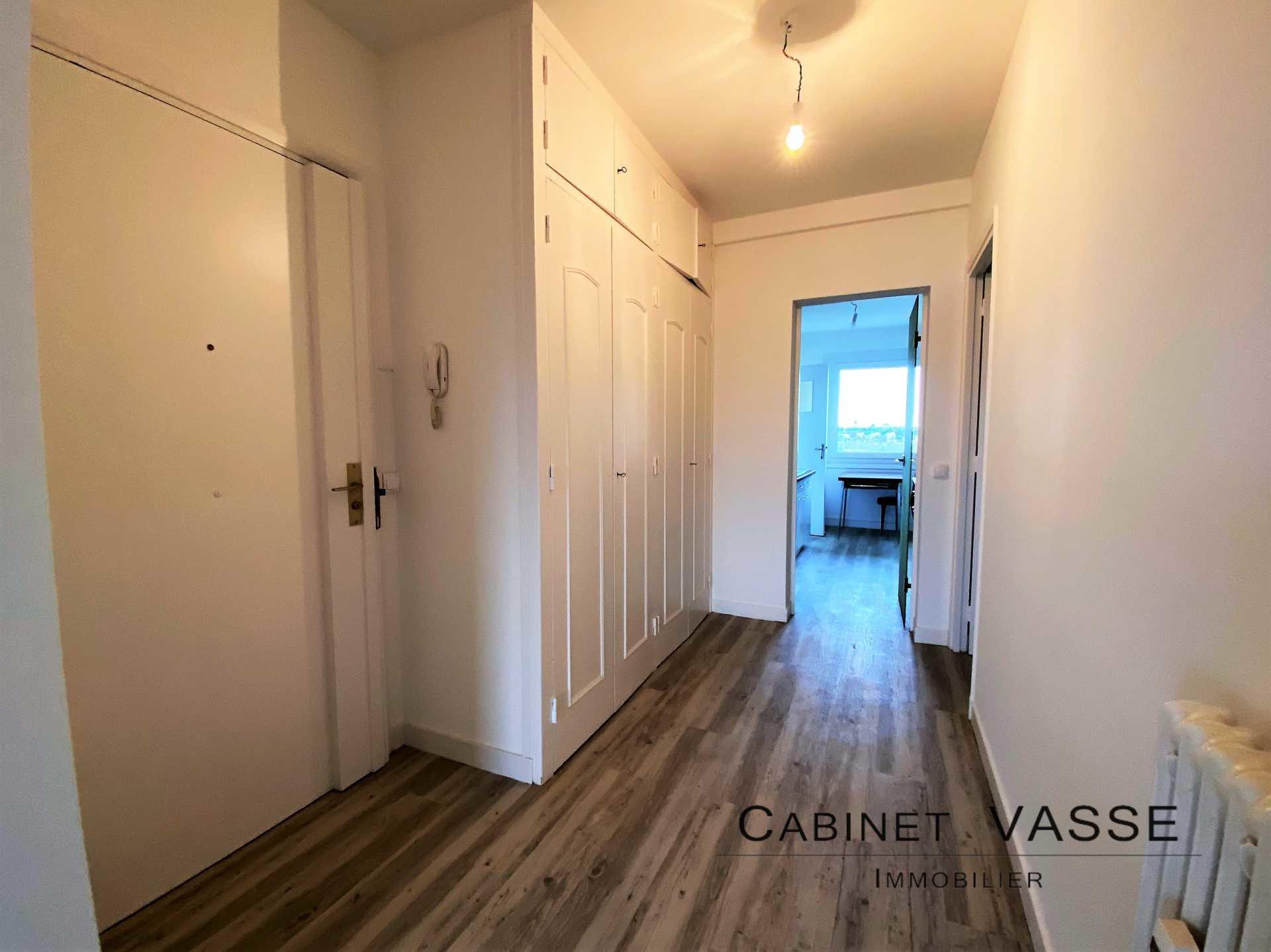 Appartement, parquet, placards, vasse, a louer