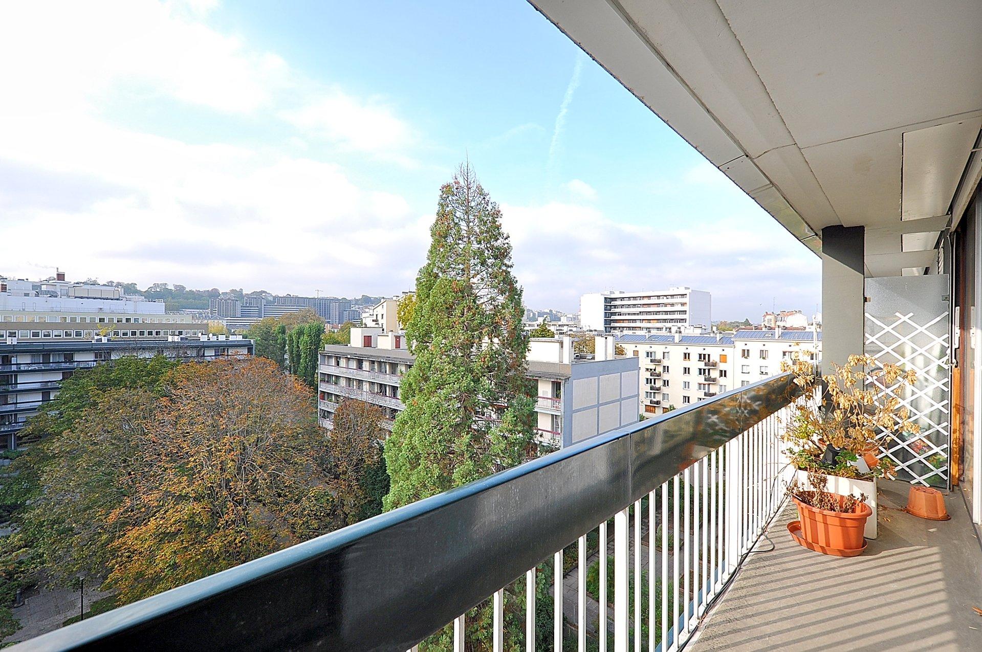 3/4 p ascenseur dernier étage balcon terrasse parking