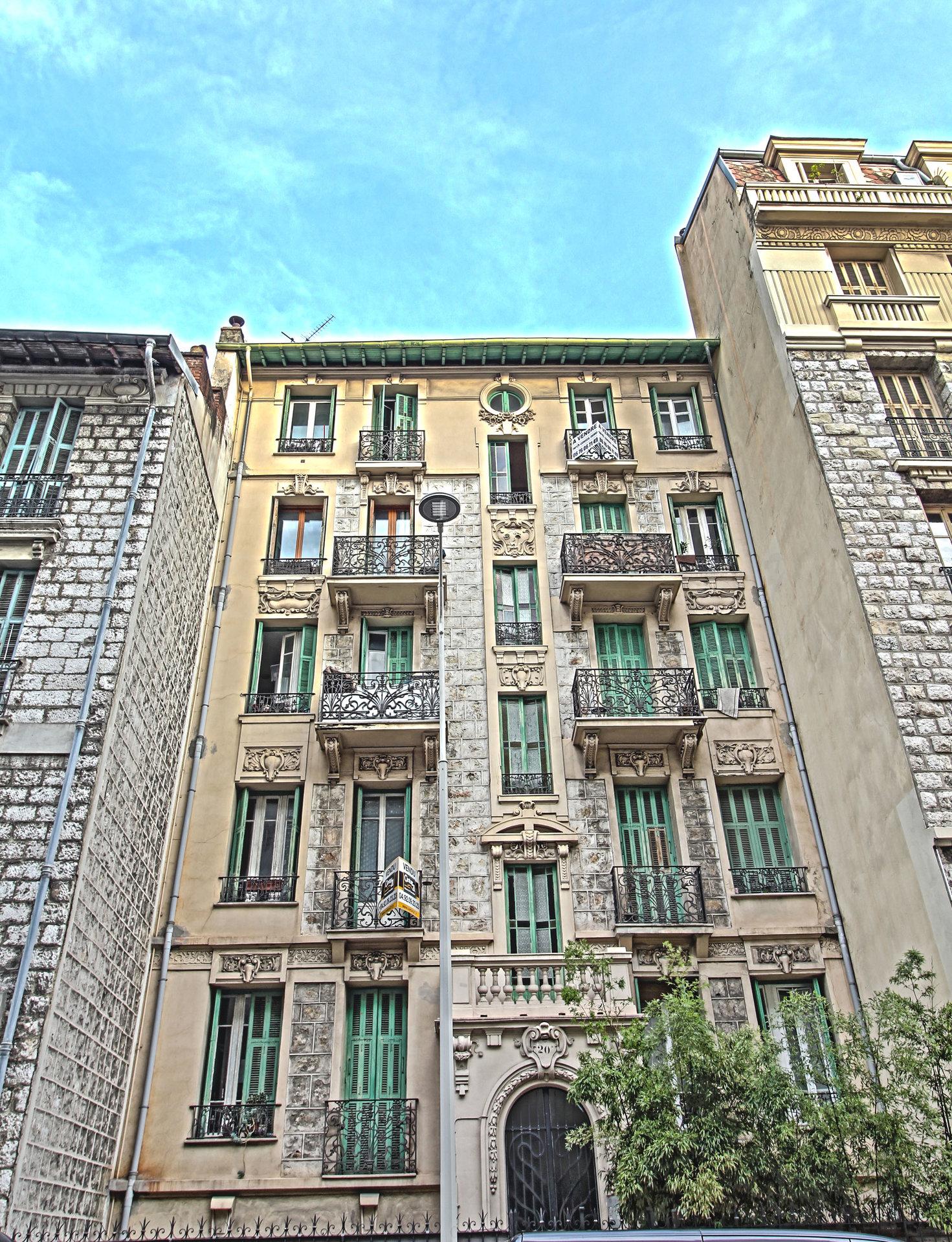 LIBERATION - 3P 45 m² - Dernier étage - 190.000 €