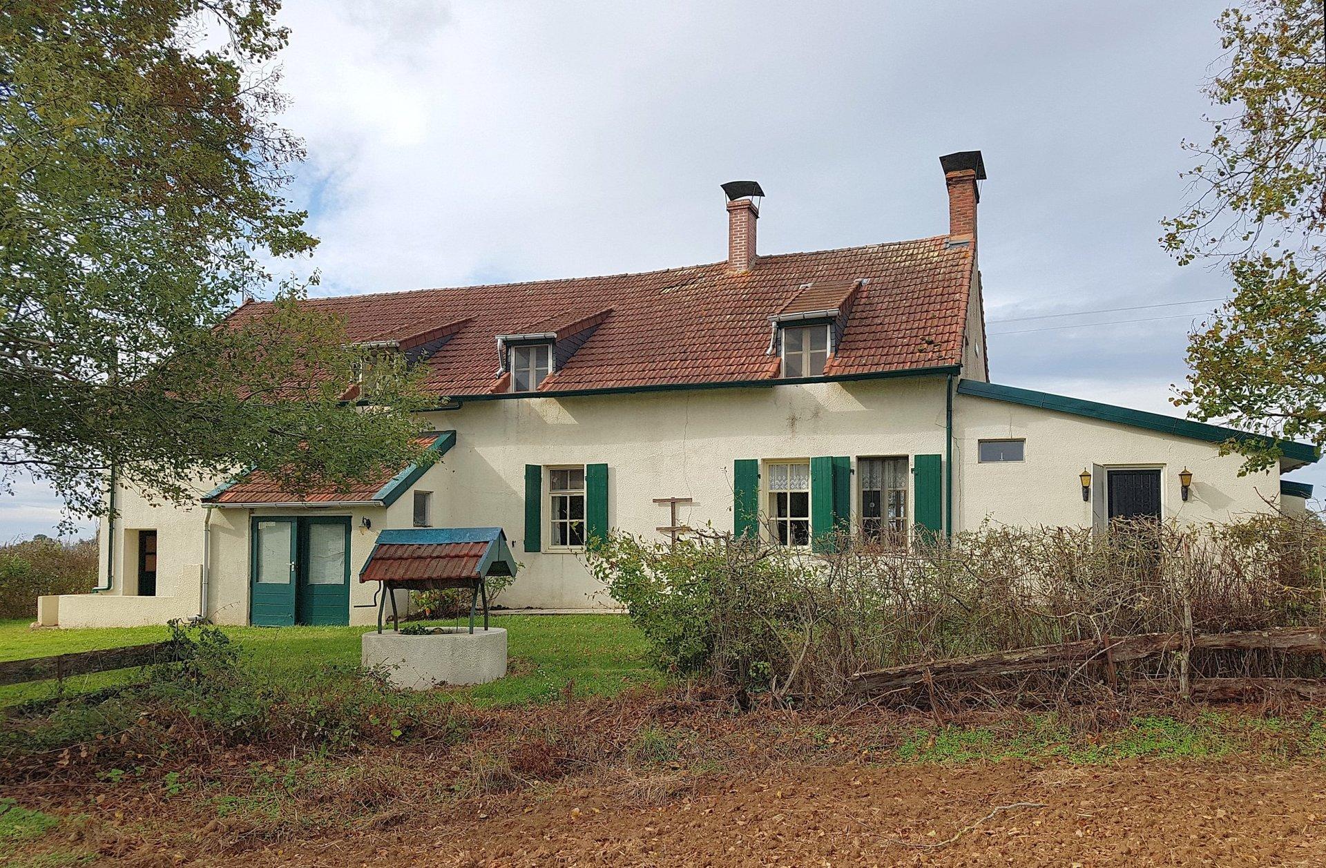 Proche Chateaumeillant, Indre 36: fermette avec superbe vue