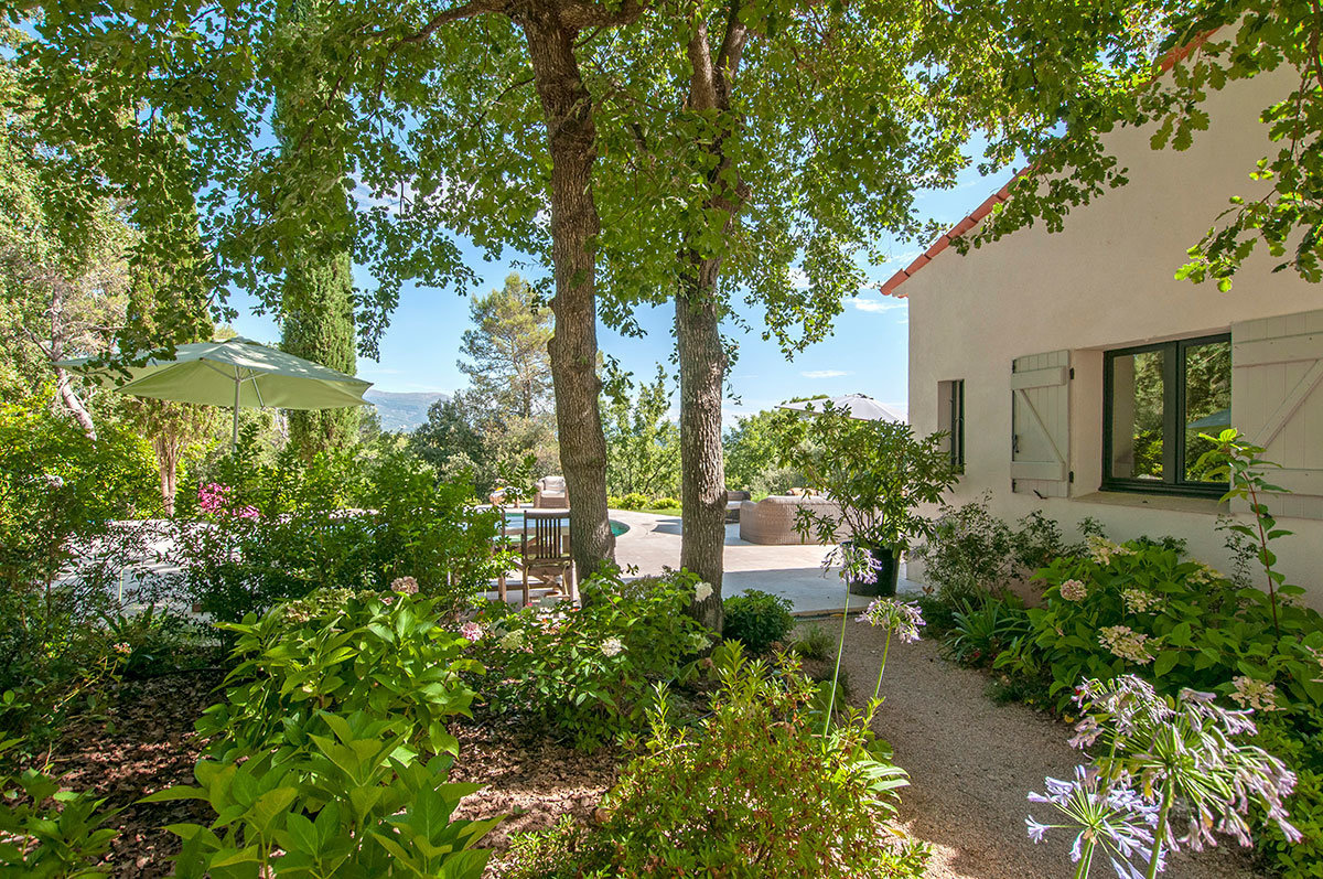Villa with mountain views in gated domain close Valbonne Village and Golf Course