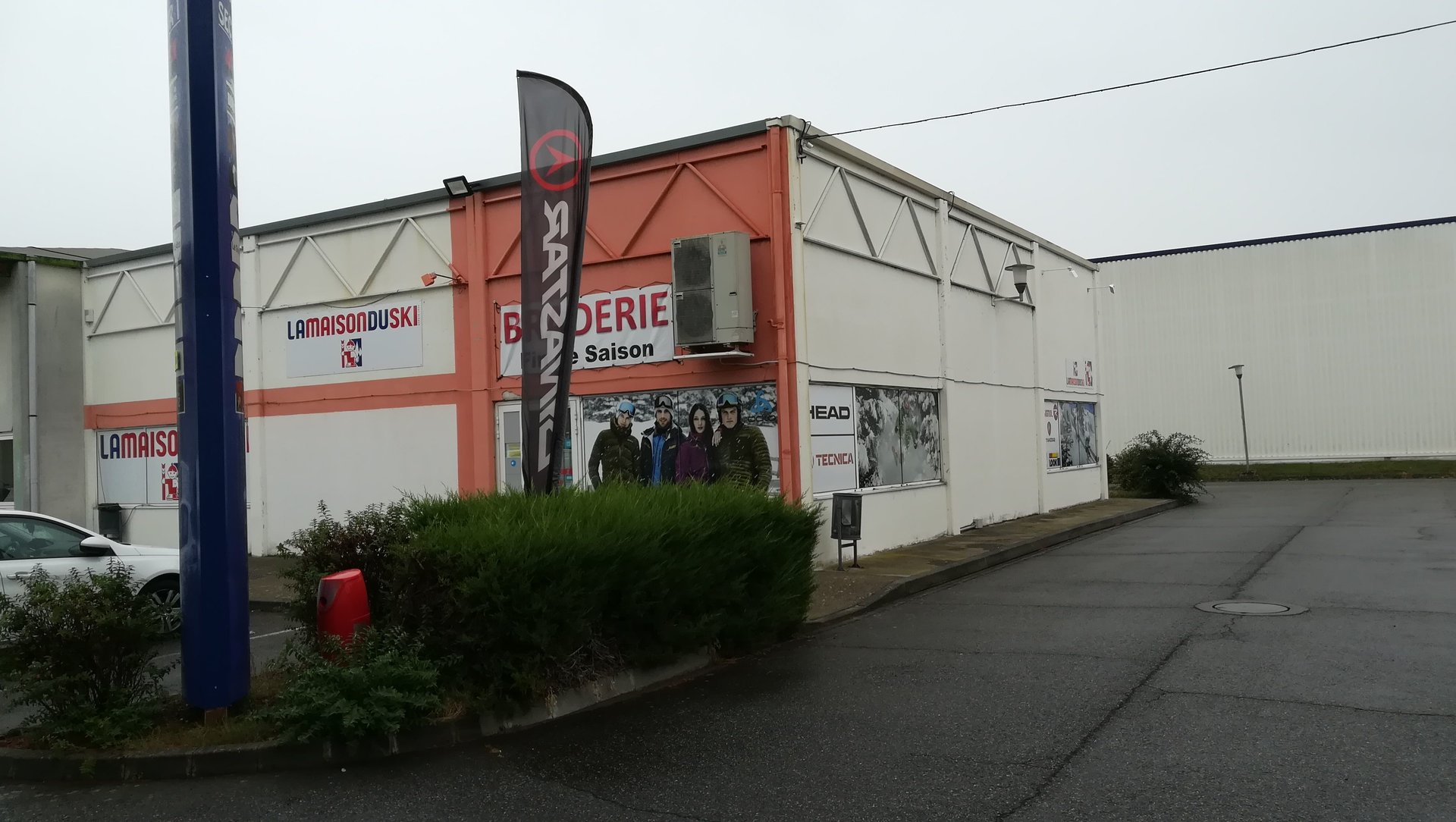 Local commercial d'angle 300M² PORTET sur GARONNE