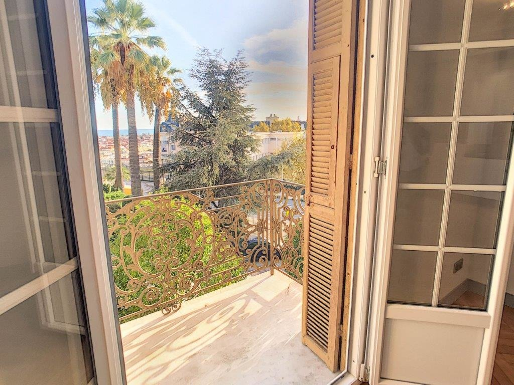 SALE Apartment 2 Rooms Nice Cimiez Balcony Sea View Renovated!