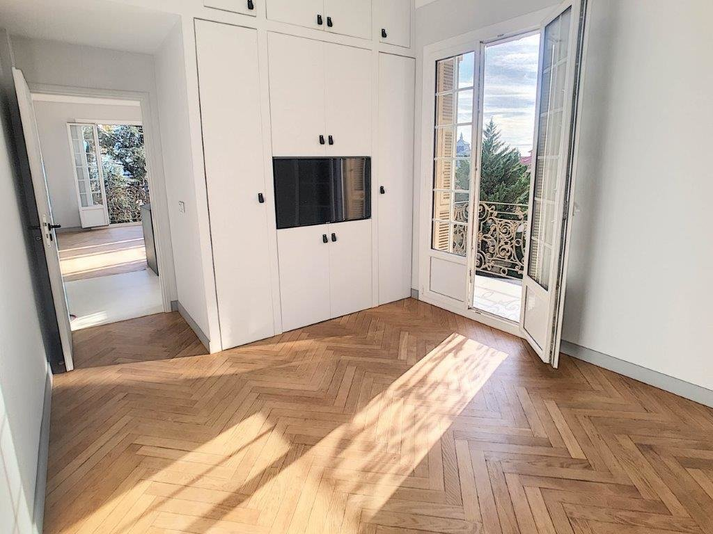 FÖRSÄLJNING Lägenhet  3 Rum Nice Cimiez Balkong Havsutsikt Renoverad! essole Balkonger Öppen Vacker Utsikt!