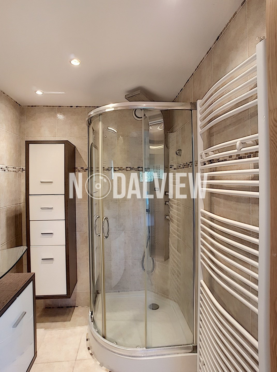 Pleasant 2 rooms apartment with parking in a secure residence with swimming pool