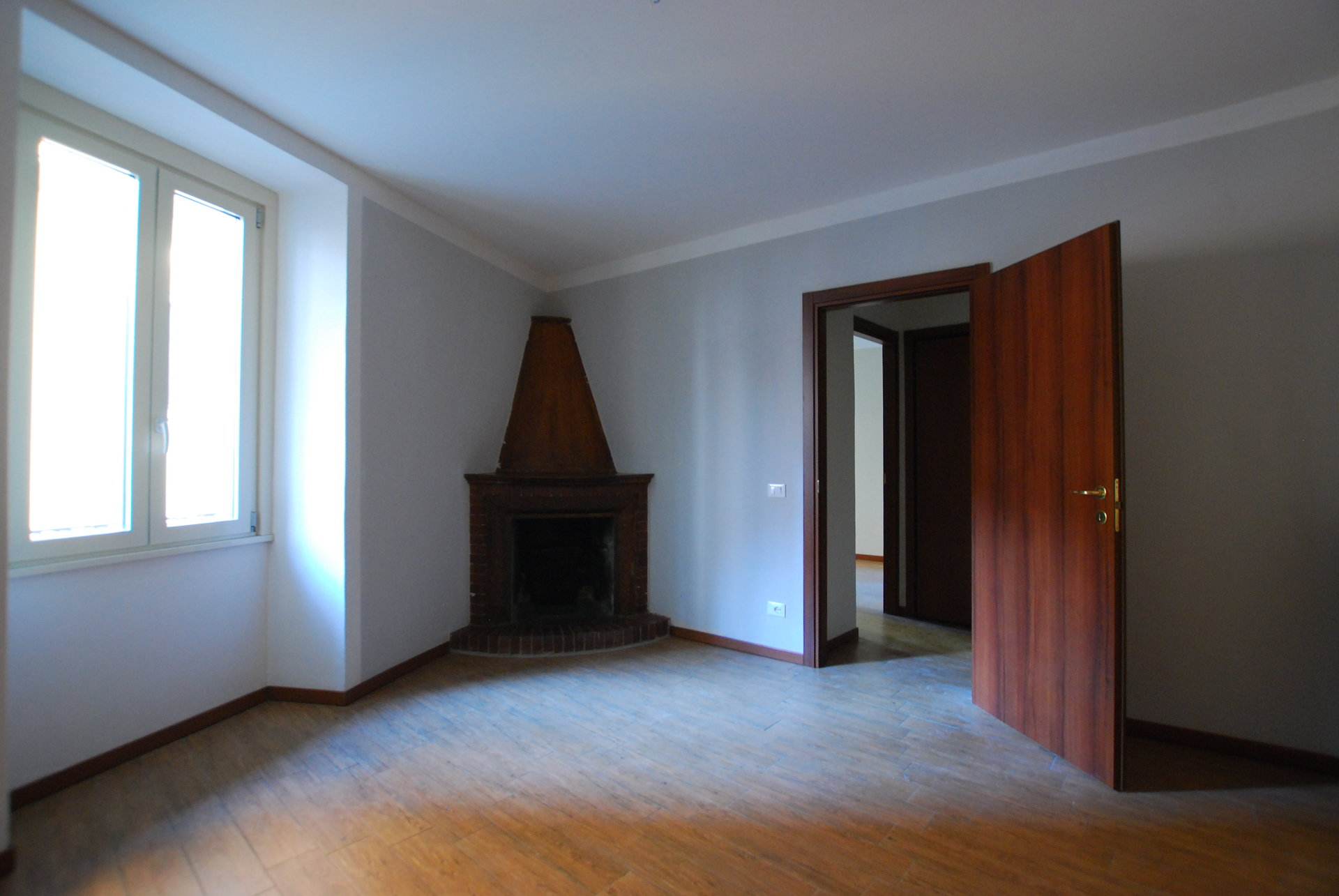 Rent apartment in the centre of Stresa- bedroom with fire place