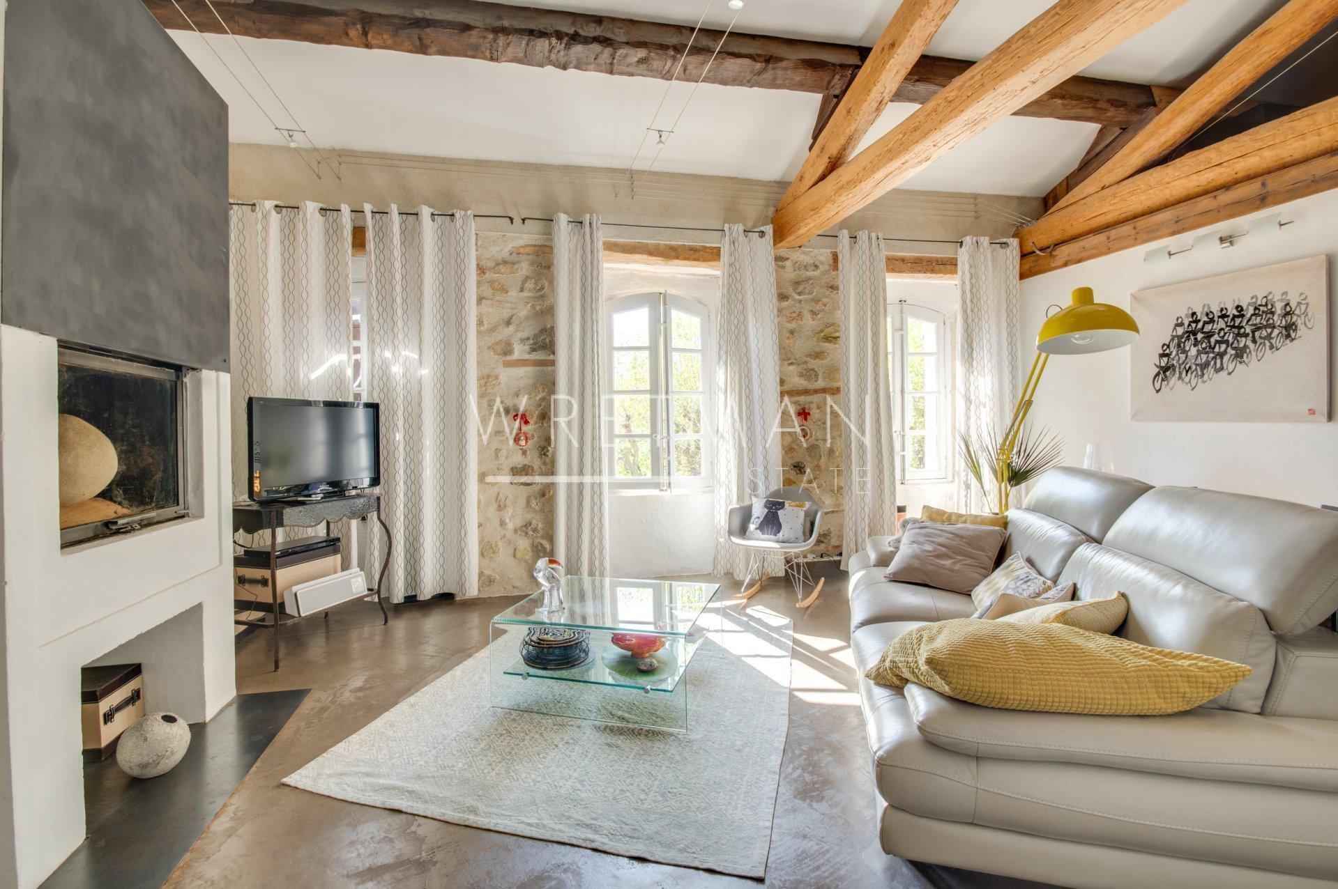 Exceptional character property - Seillans