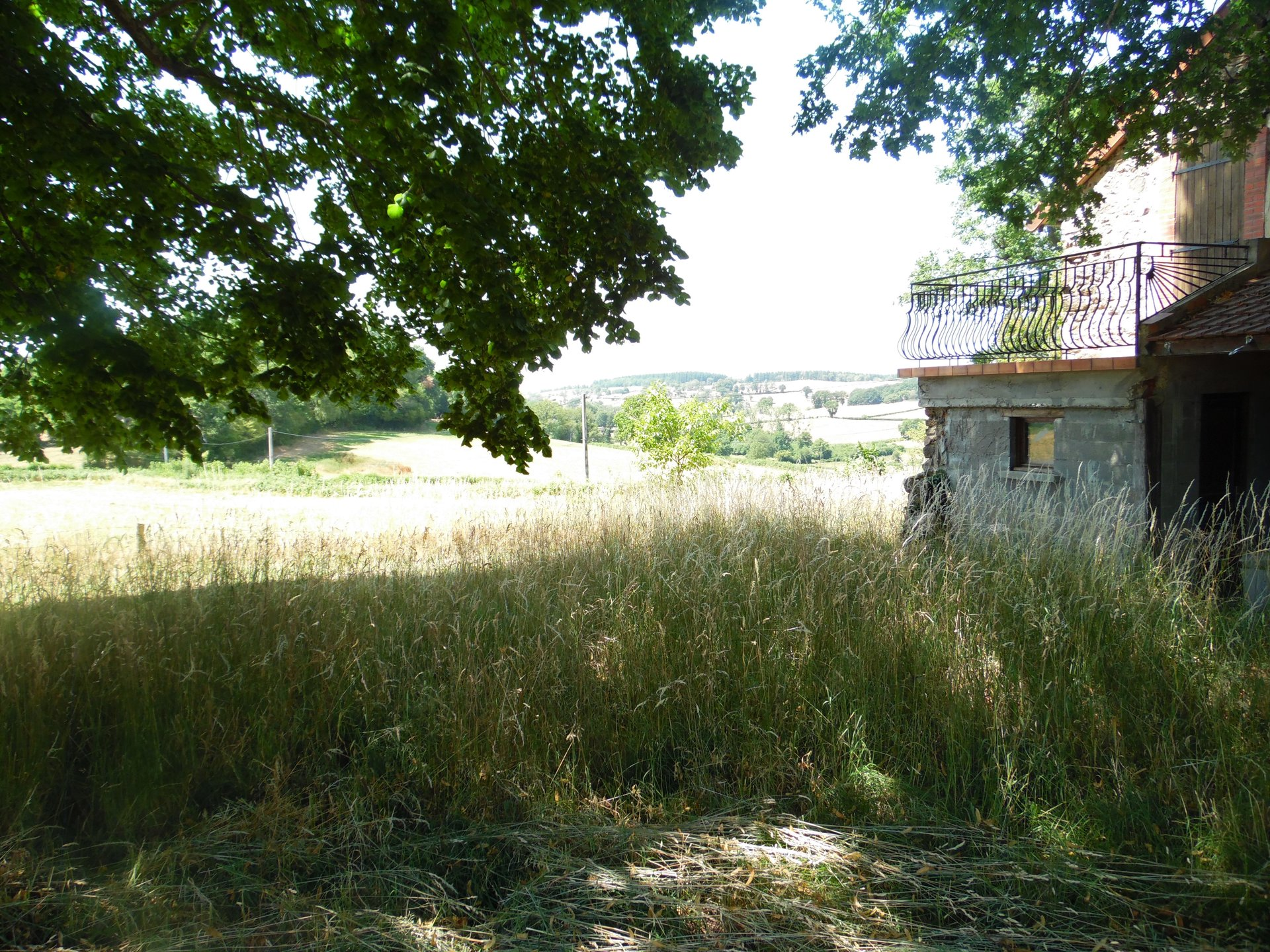 For sale in the Puy de Dôme, house, pool,  plot of 3,5 acres