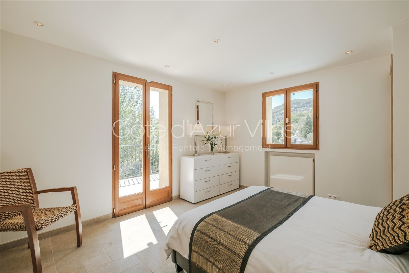 Grasse - 5 bedroom property, quiet area and open hill view