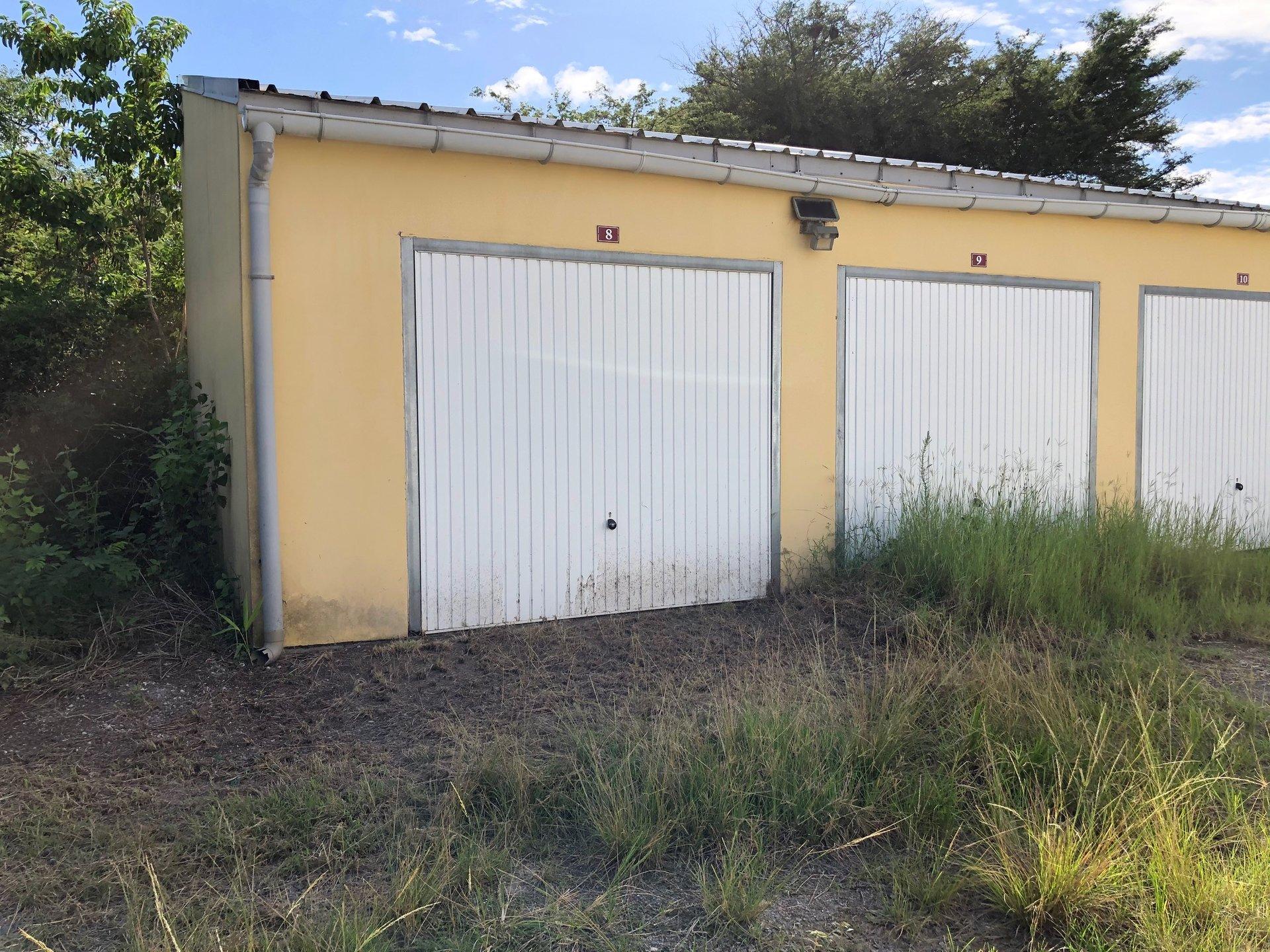 Garage box 20 m2 sécurisé