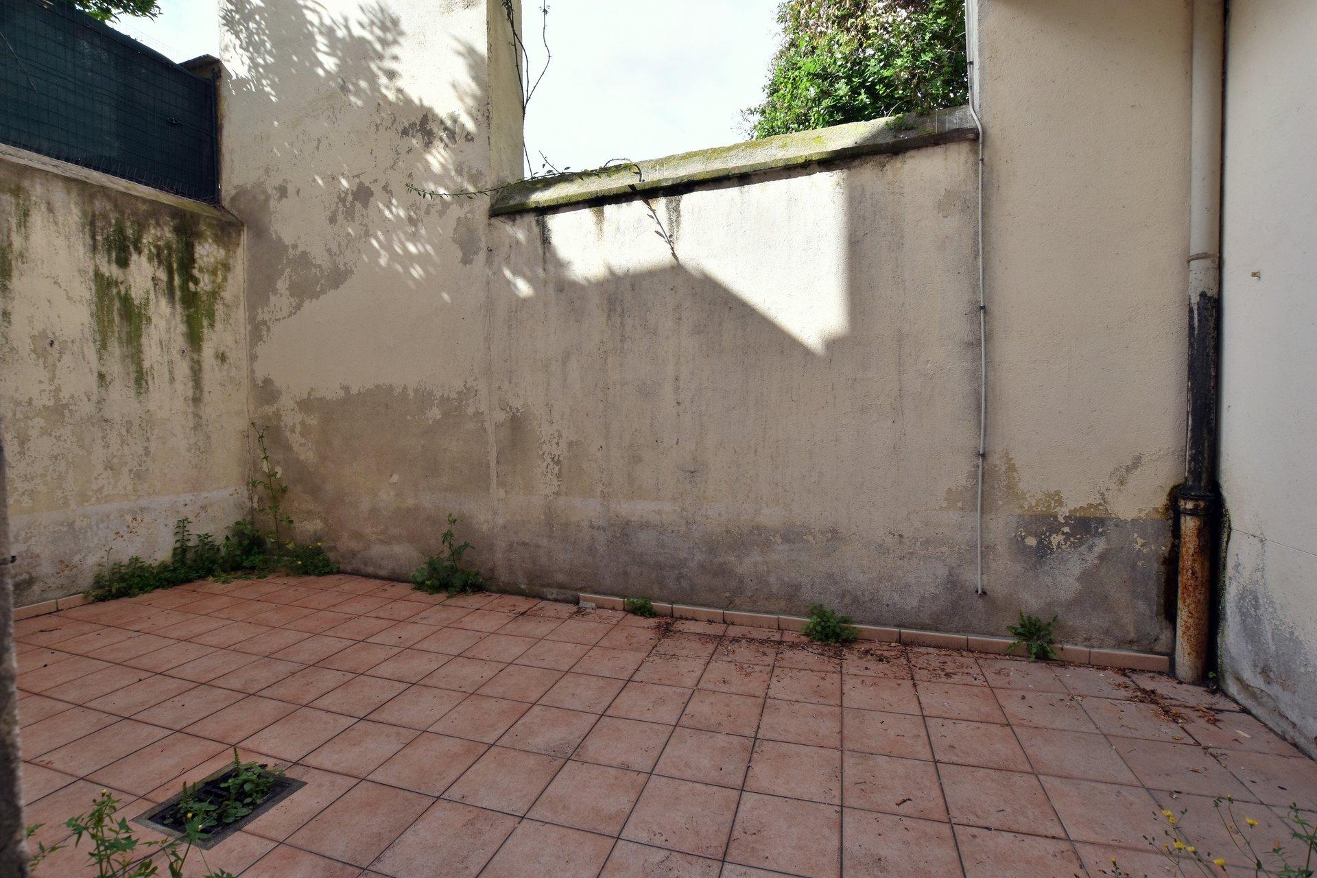 Perpignan, quartier gare, très agréable T3 avec cour-terrasse et grand garage