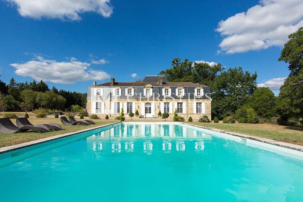 Luxurious & elegant country Chateau, 35 mins from Bordeaux