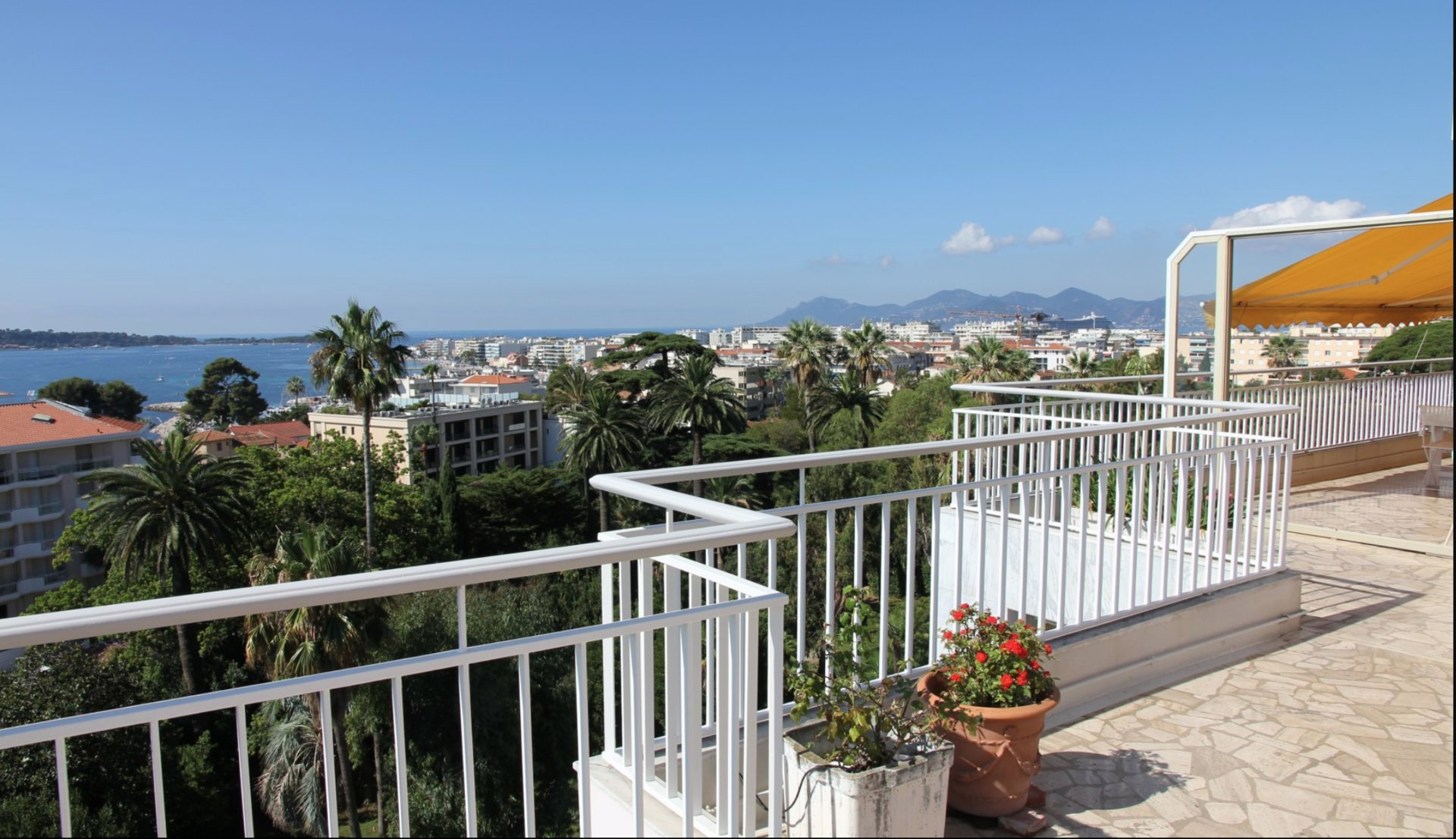 Cannes Basse Californie top floor panoramic sea view