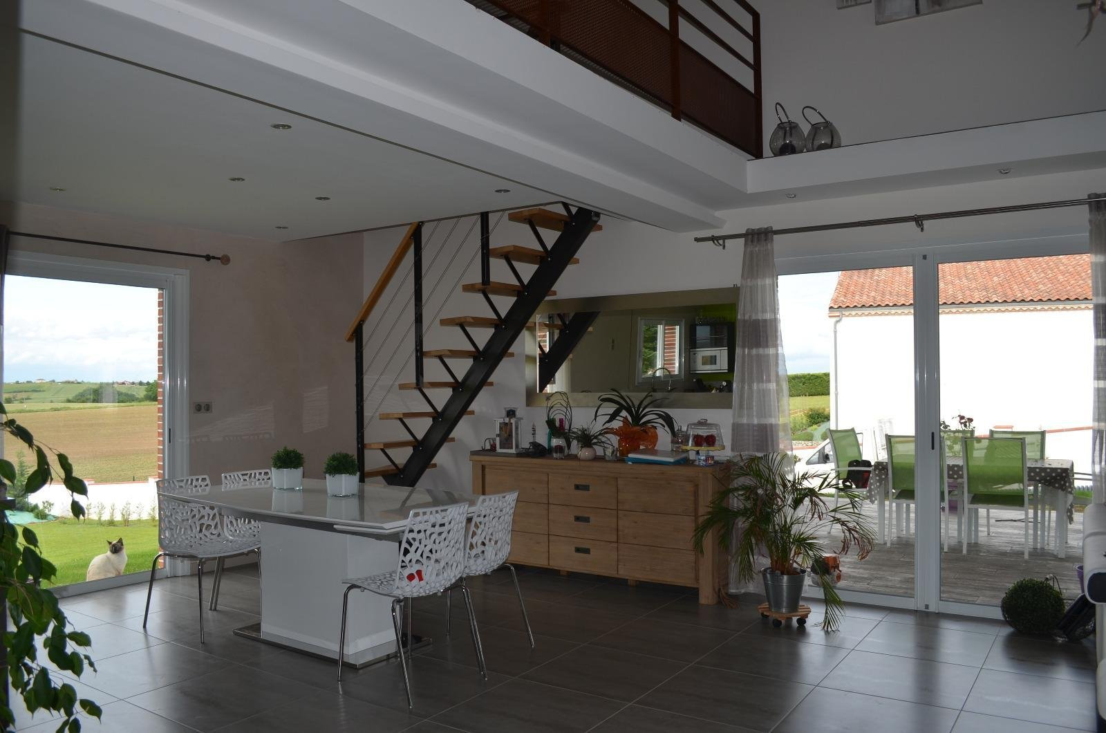 Contemporary T6 of 210m² on 2500m² of land