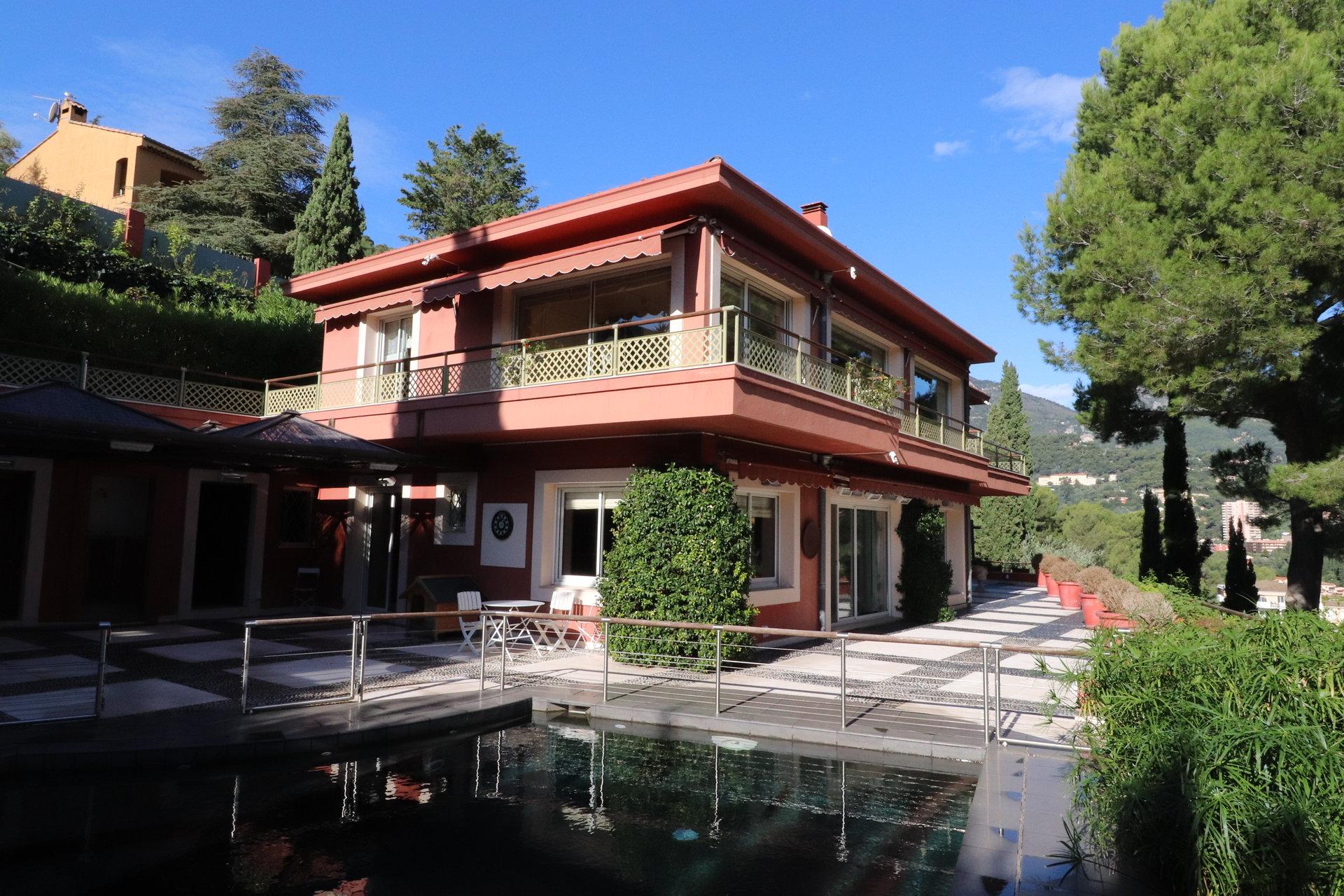 Villa de Maître avec Villa de gardien proche Monaco