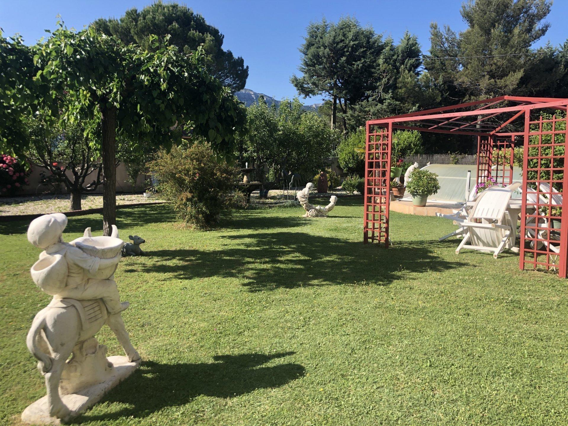 Villa T 7 180 m2 /1100 m2 de terrain/Piscine