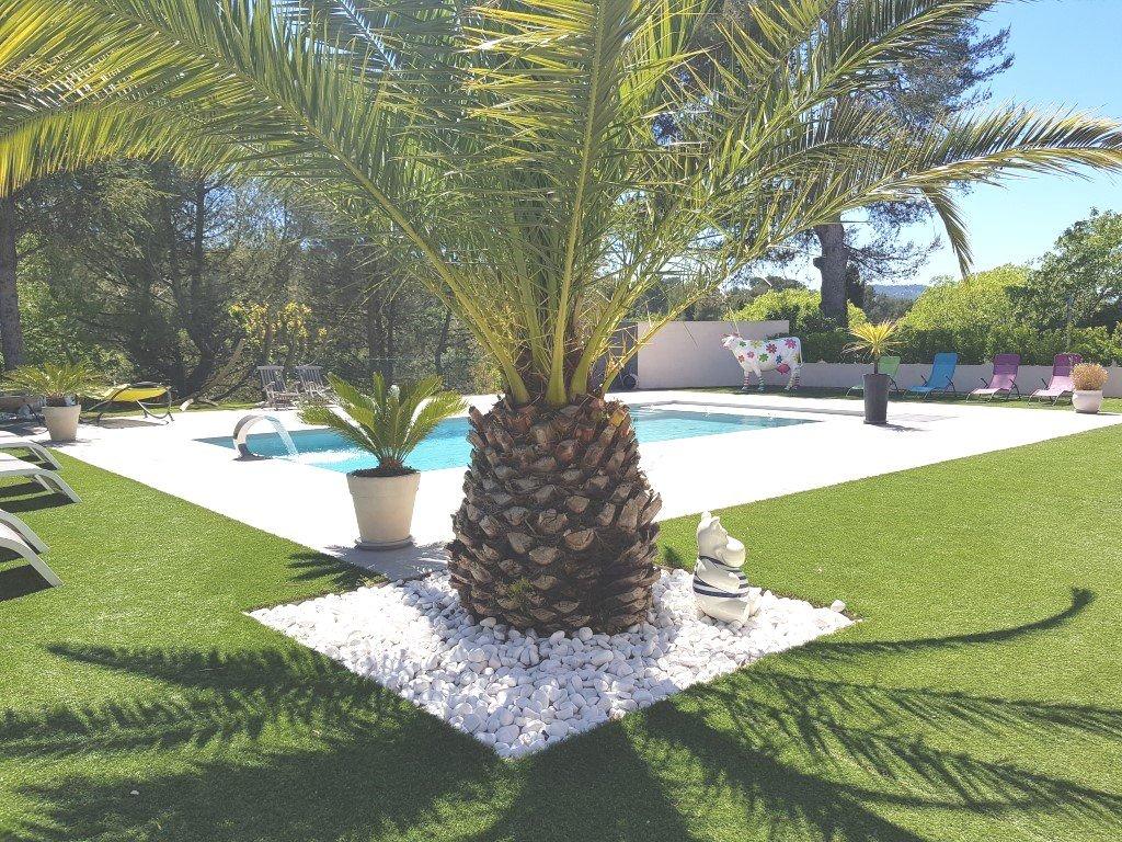 Villa T7 200 m² + Dépendances sur 1600 m²