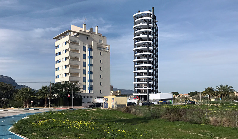 Newly built apartments 250m from the beach