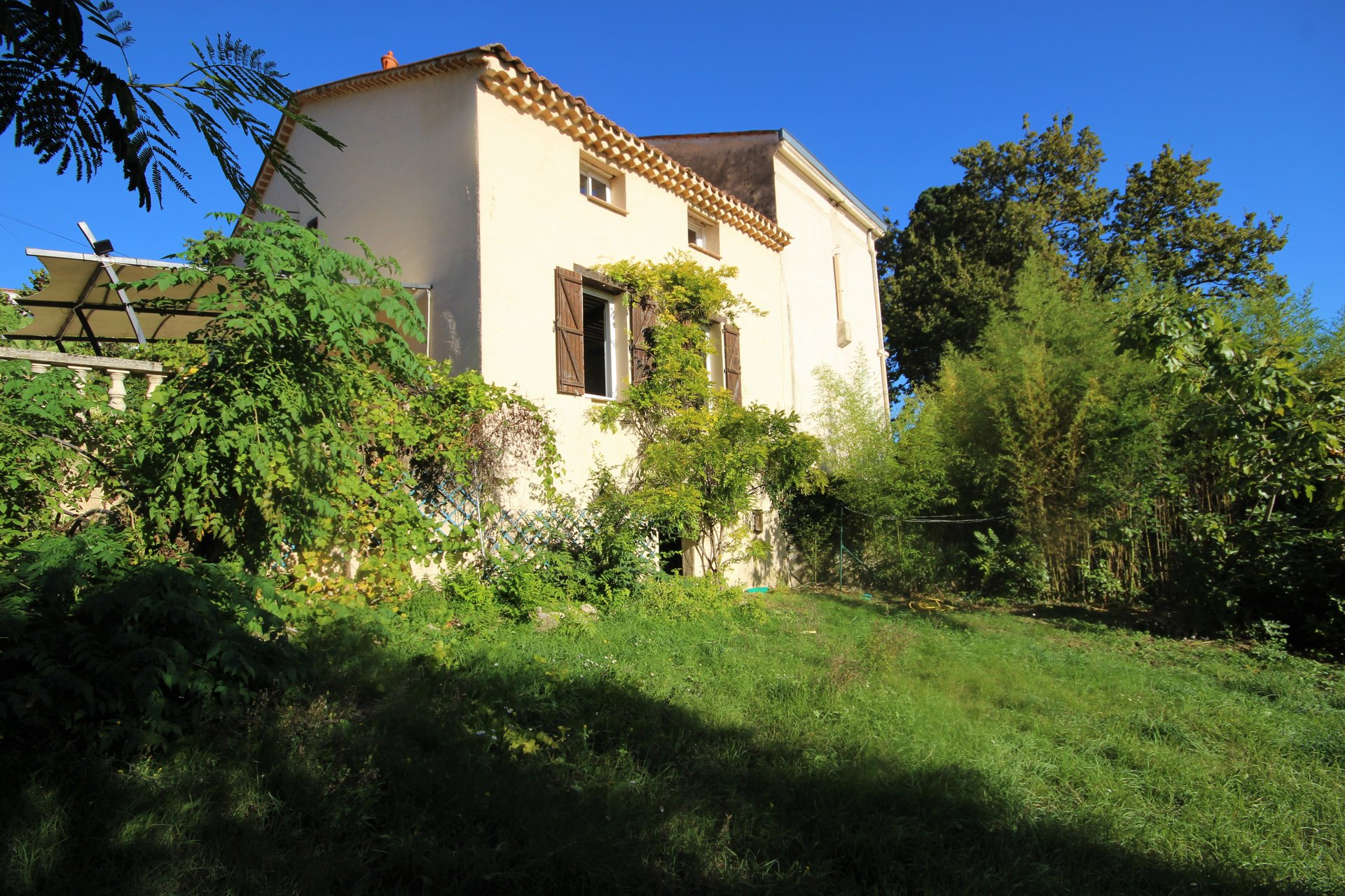 GRASSE SALE HOUSE IN QUIET CLOSE SCHOOLS AND ROAD AXES