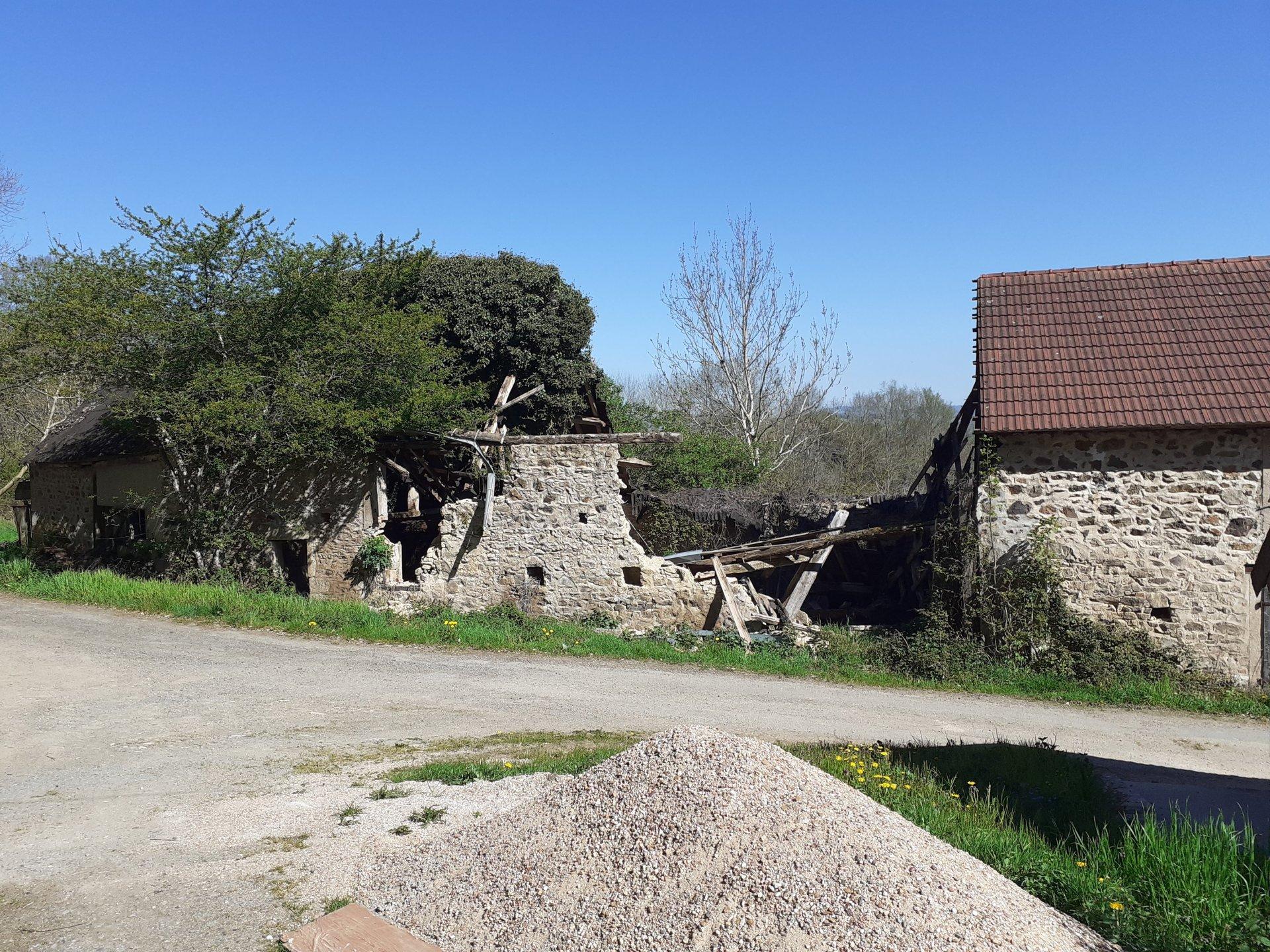 Zum Verkauf im Burgund, Haus zu renovieren.