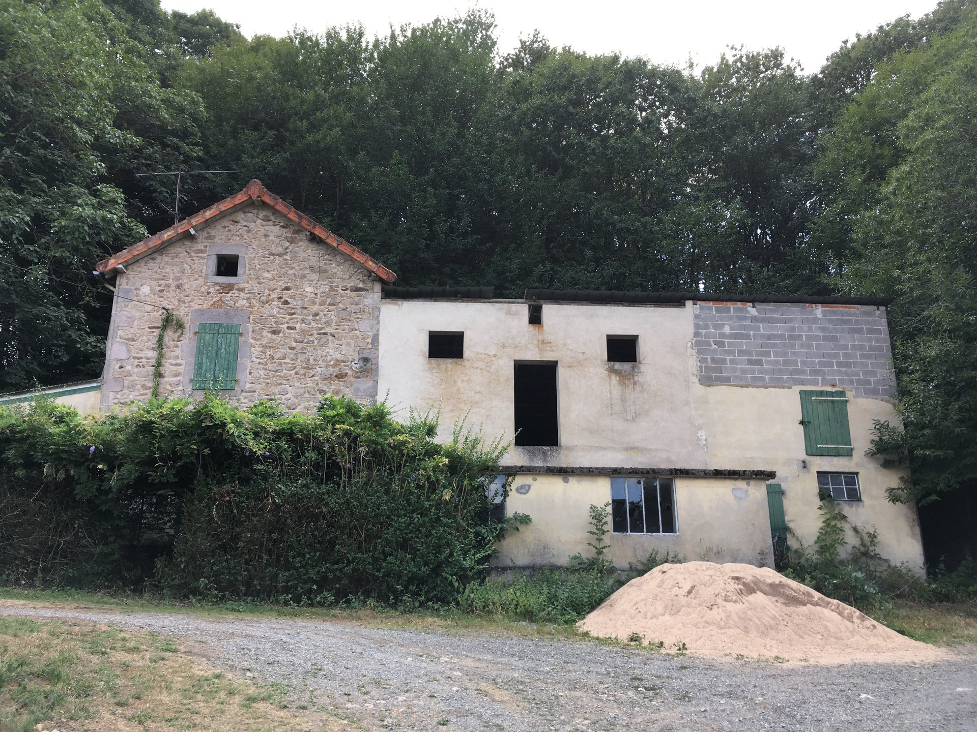 House to renovate for sale in Burgundy, near Luzy