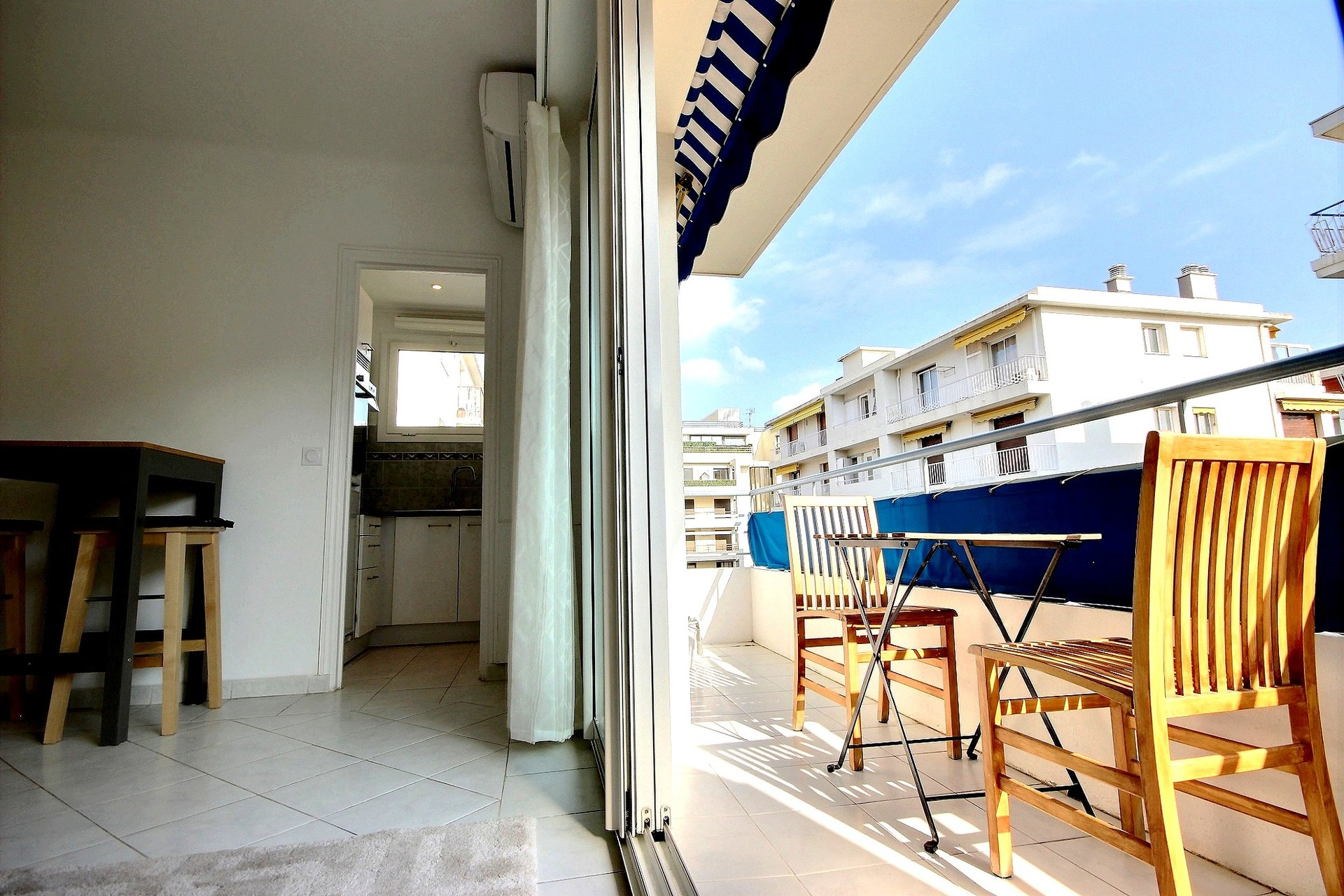 Last floor studio flat in Cannes Palm beach