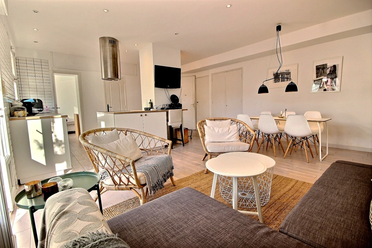 Cannes Banane 2/3 bed apartment with large balcony