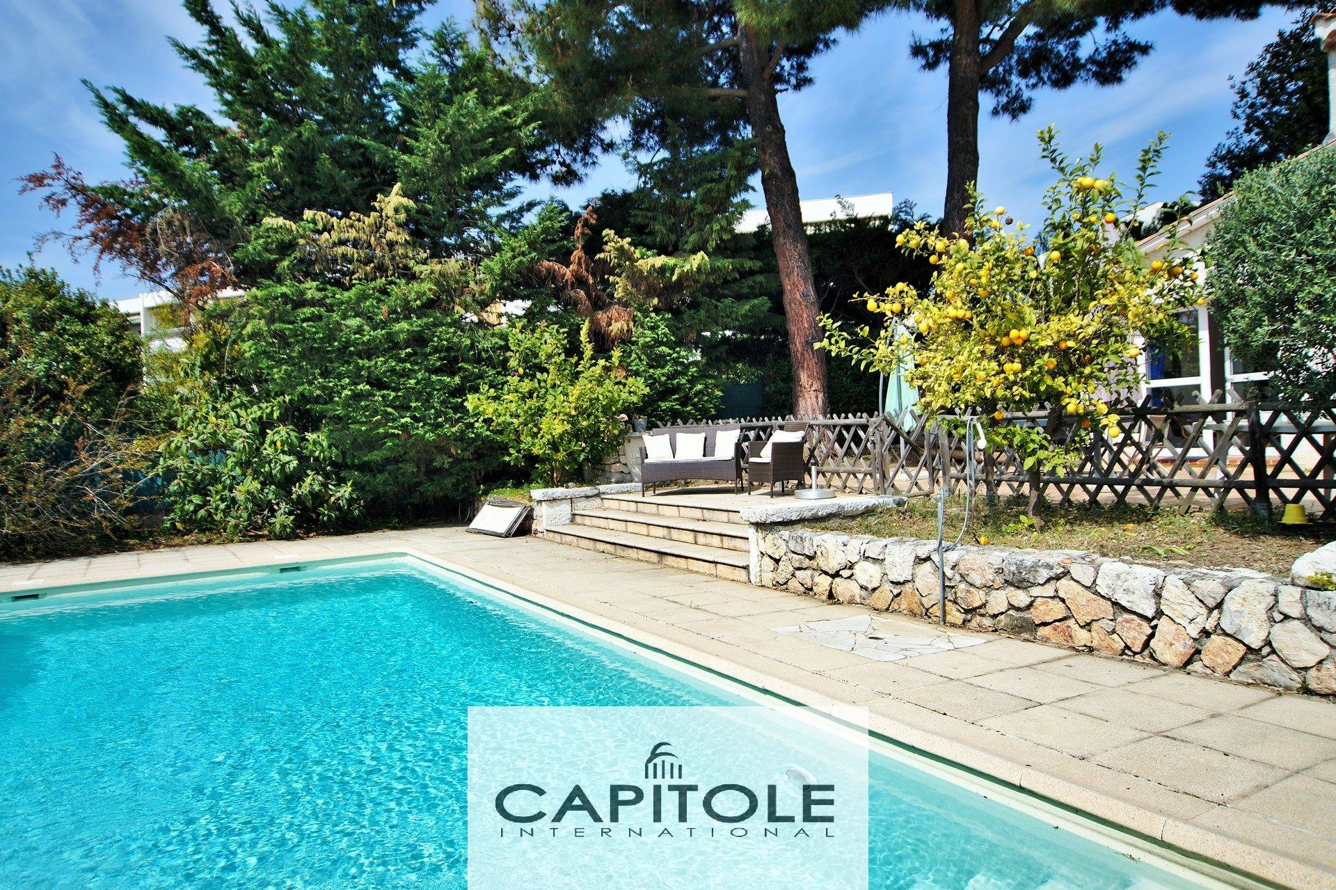 For sale, Antibes, beautiful 7 room detached villa 230 m², swimming pool, garden